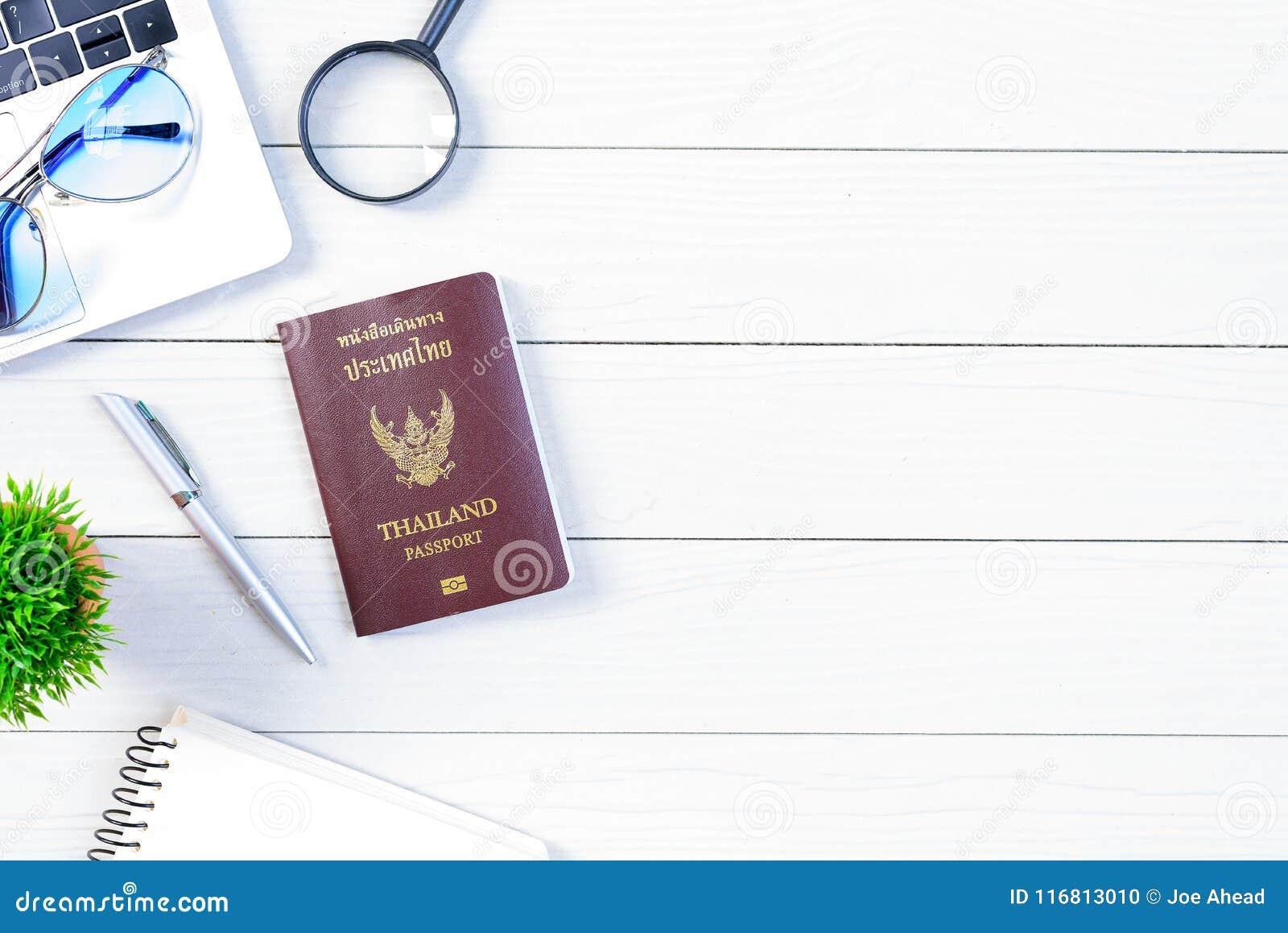 Lo scrittorio dell operaio e dell impiegato della gente tailandese ha il sogno di viaggio e p