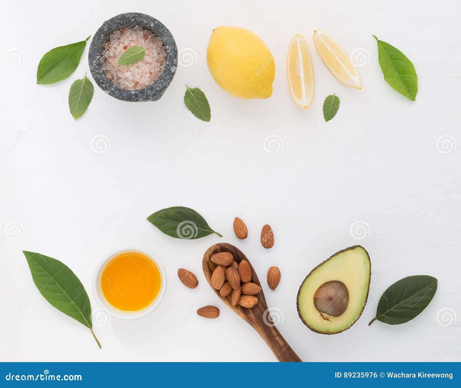Lo skincare e l ente casalinghi sfrega con il almon naturale degli ingredienti