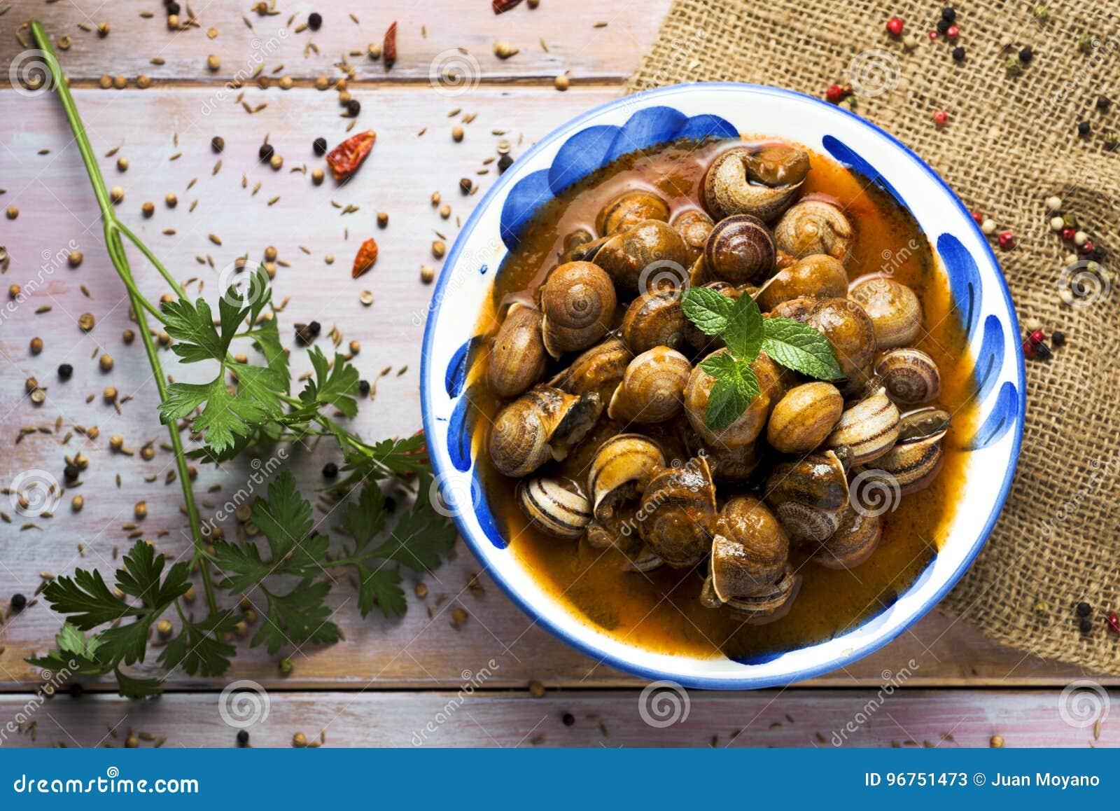 Lo Spagnolo caracoles la salsa dell en, lumache cucinate in salsa