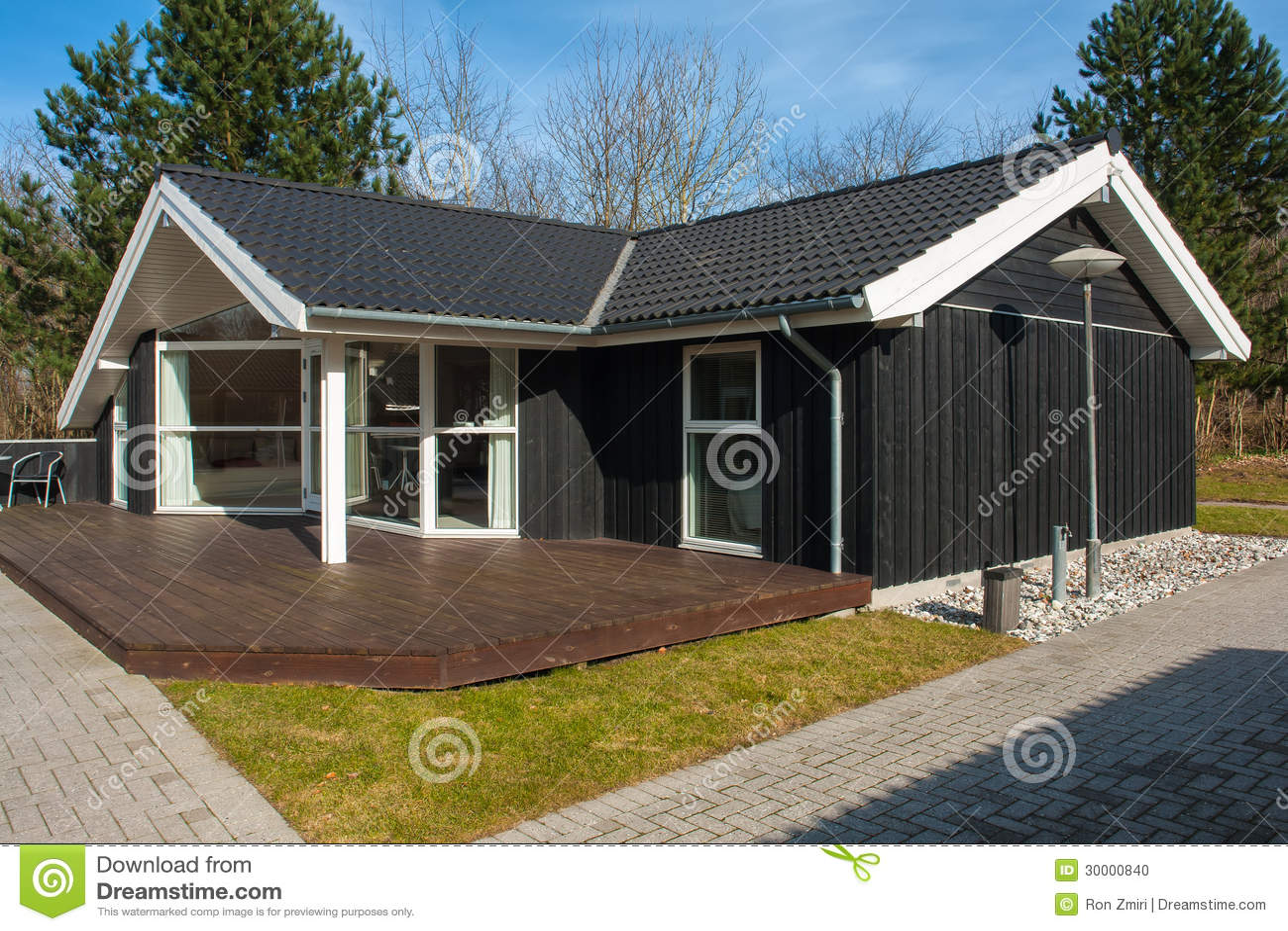 Casa di legno attraente di disegno moderno fotografia for Design moderno casa di legno