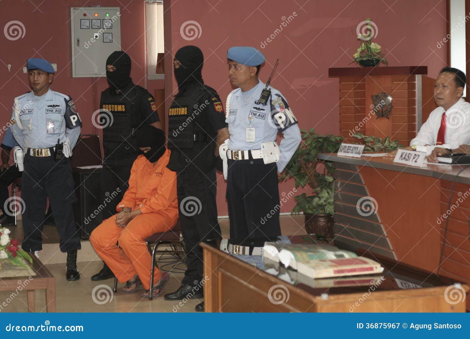 Download LO STUDENTE DALL'INDONESIA HA SOSPETTATO LE DROGHE INTRODOTTE DI CONTRABBANDO CORRIERE DELLA DROGA PRESE DALLA CITTÀ SURAKARTA DEL Fotografia Editoriale - Immagine di grammi, indonesiano: 36875967