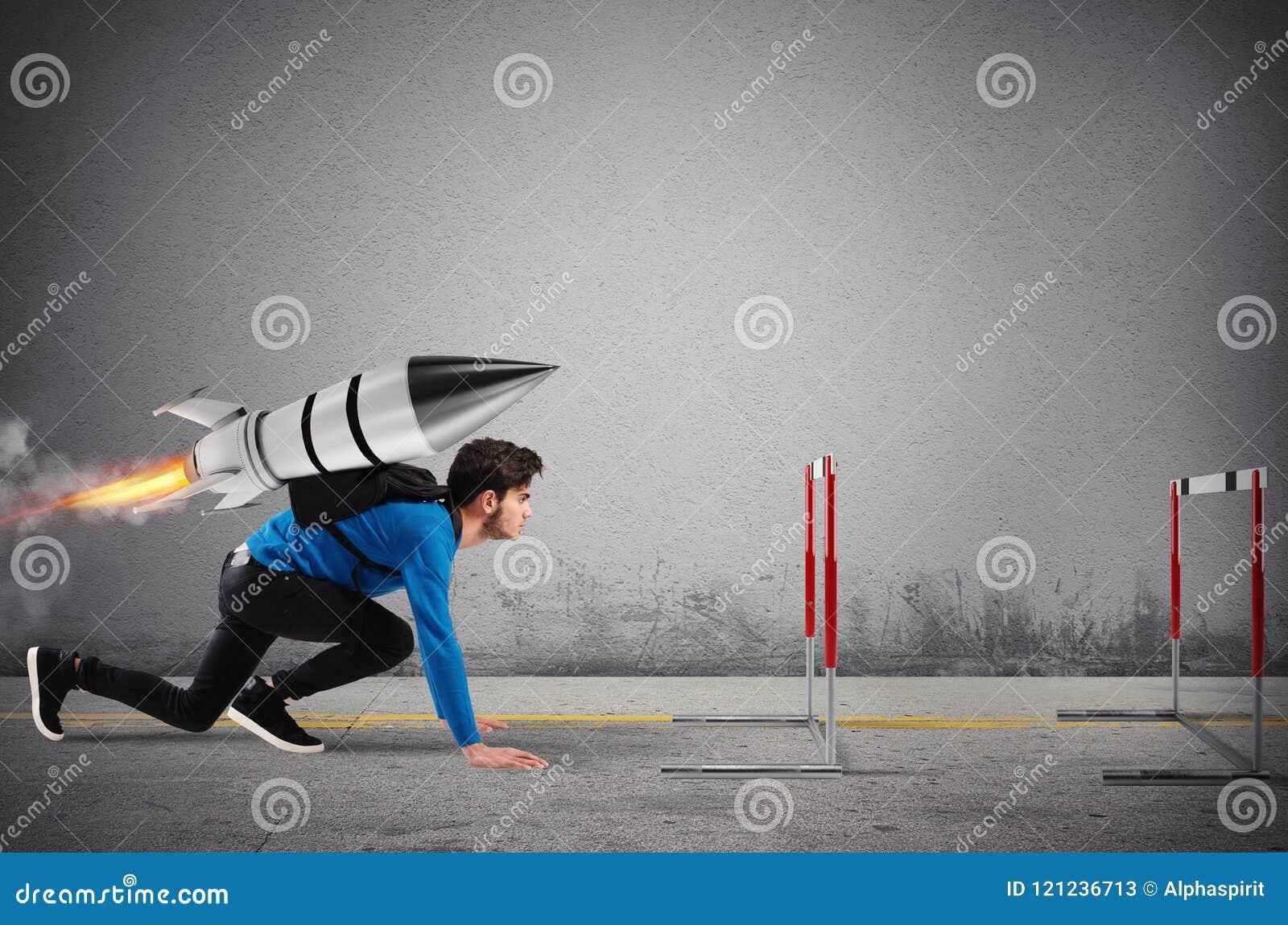 Lo studente supera gli ostacoli dei suoi studi a massima velocità con un razzo