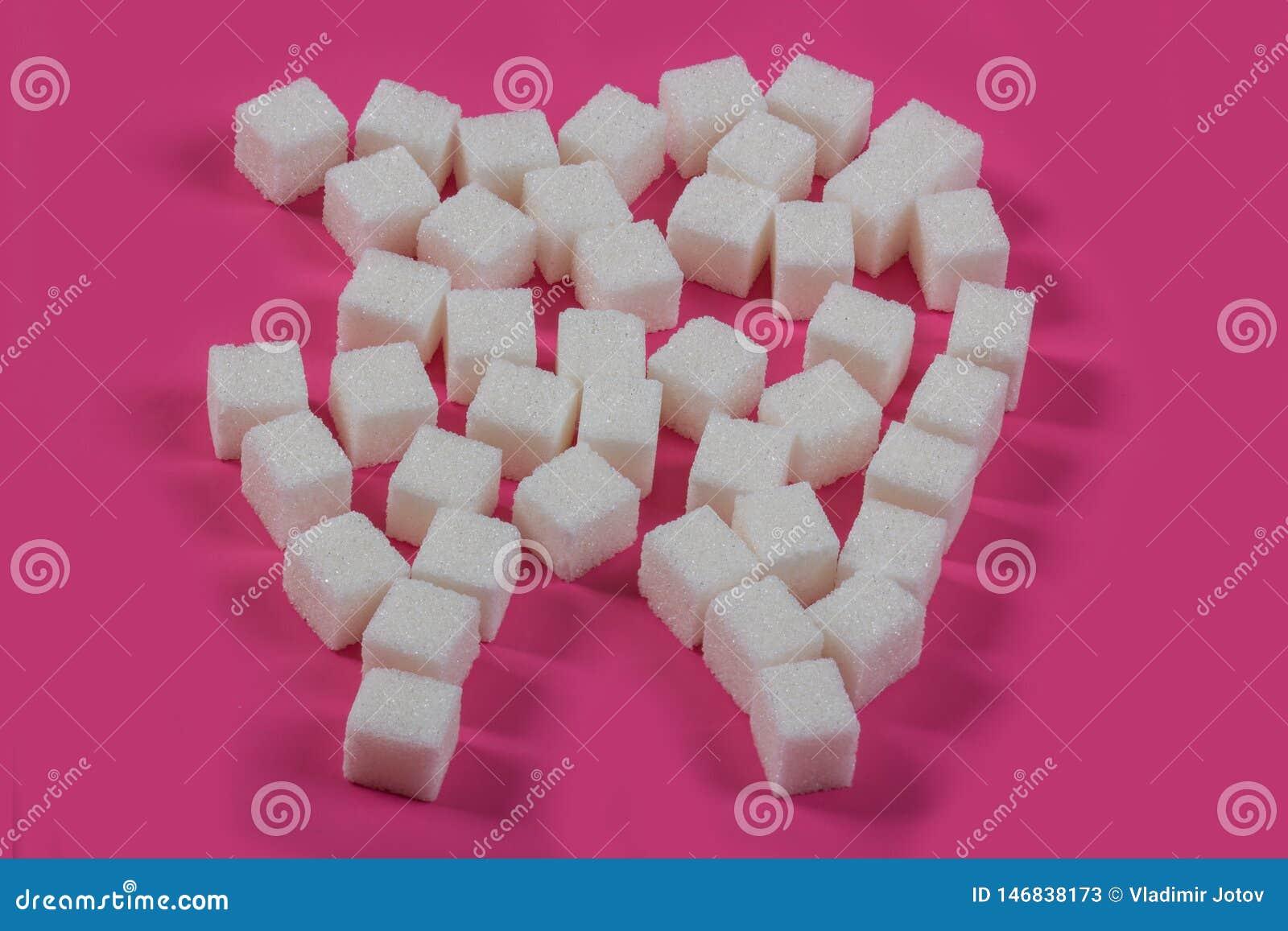 Lo zucchero distrugge lo smalto dentario e conduce a carie dentaria I cubi dello zucchero sono presentati sotto forma di dente e