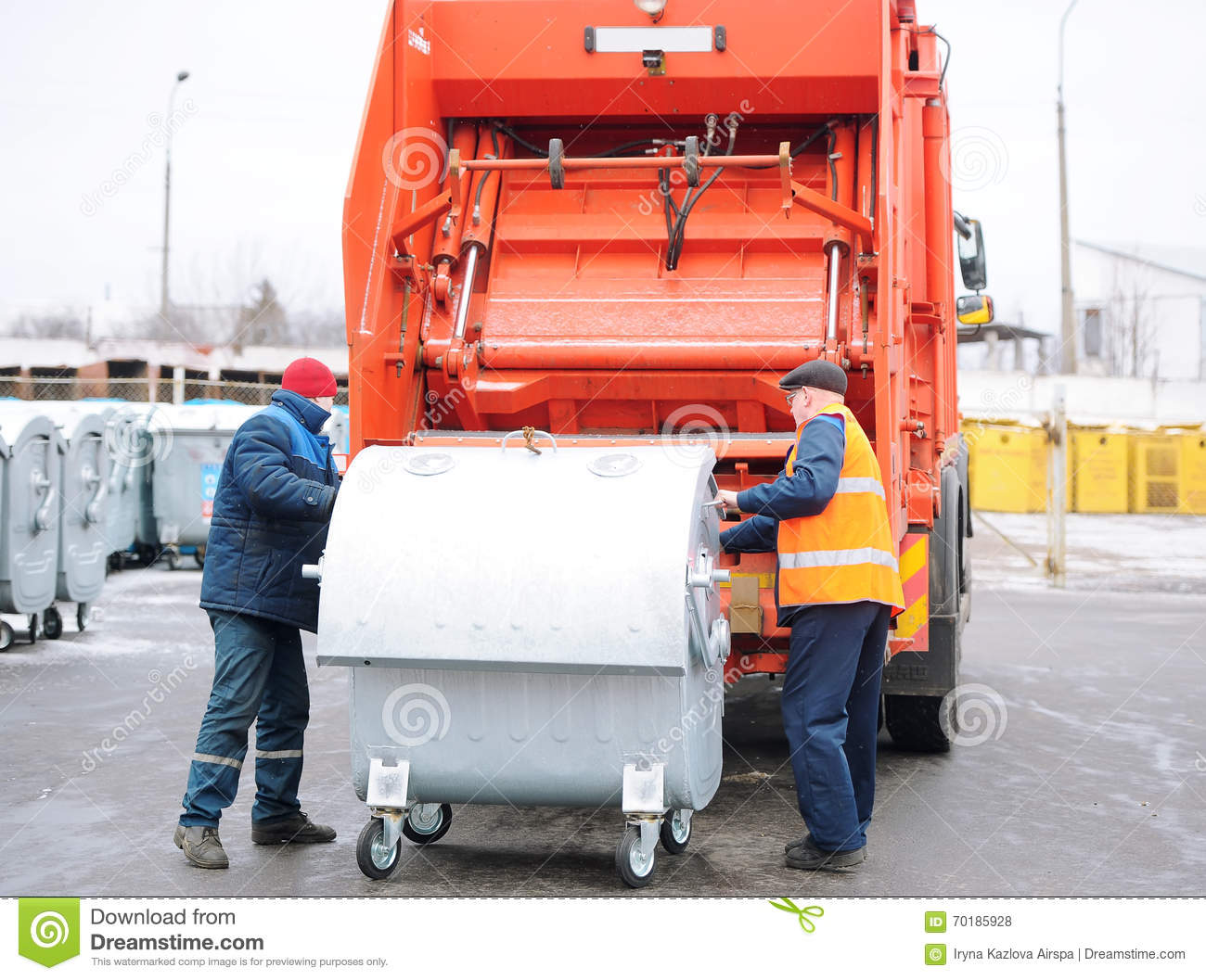 Loading of garbage in special transport.