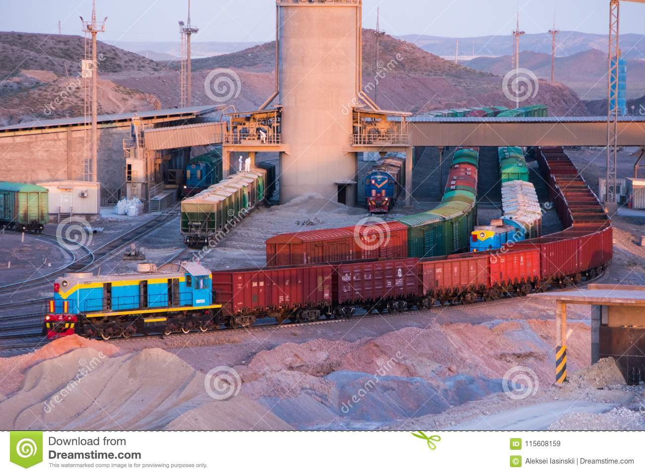 Loading and unloading station for freight trains at the cement plant