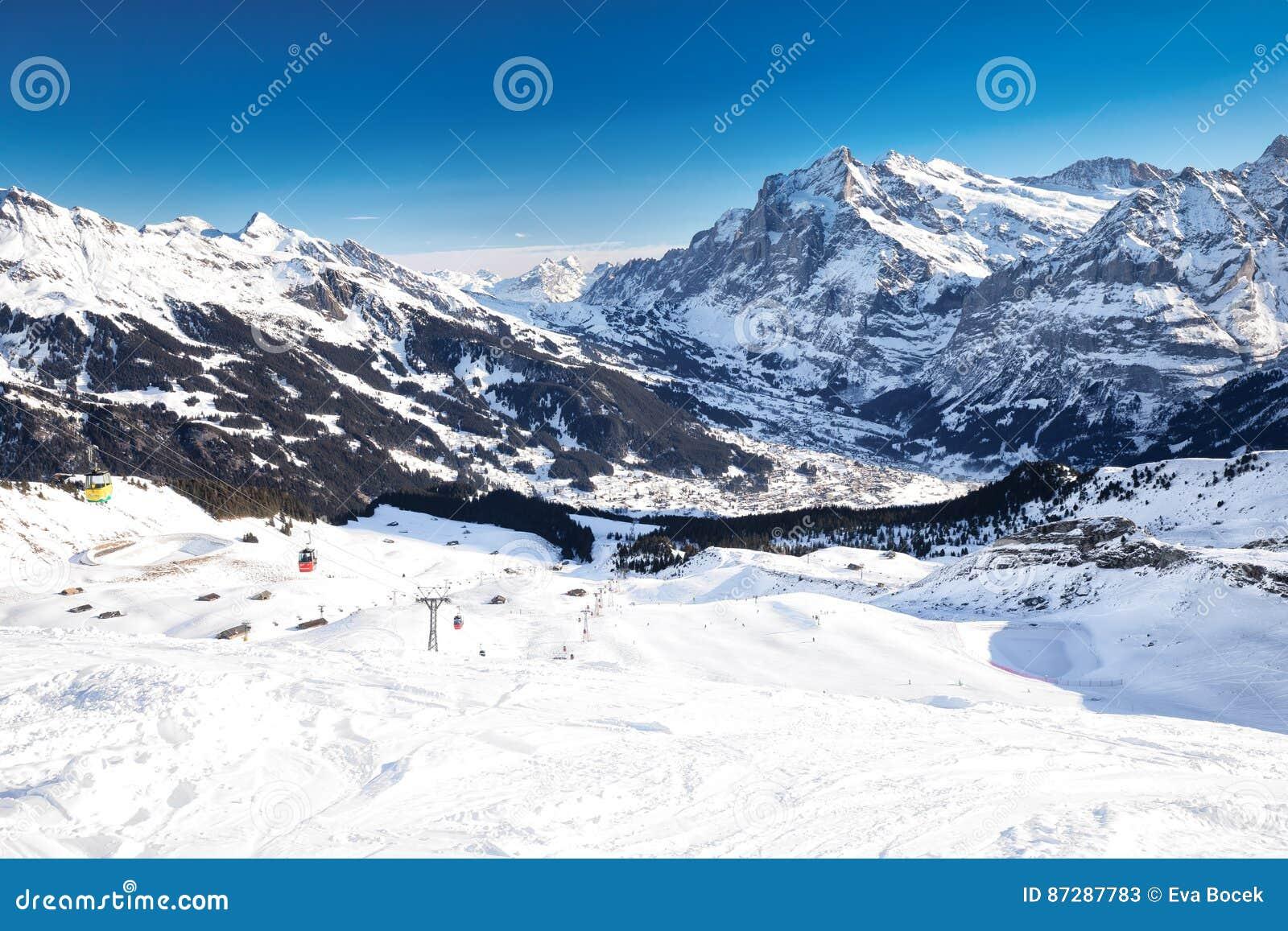 Località Di Soggiorno Di Montagna Alpina Dello Sci Svizzero Di ...