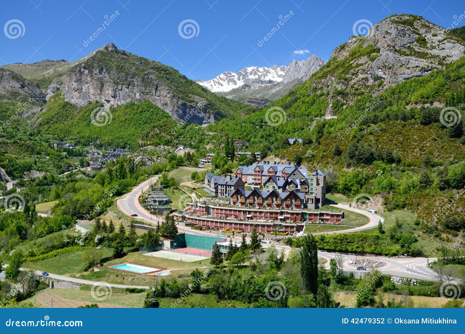 Localit di soggiorno di montagna spagnola panticosa for Soggiorno montagna