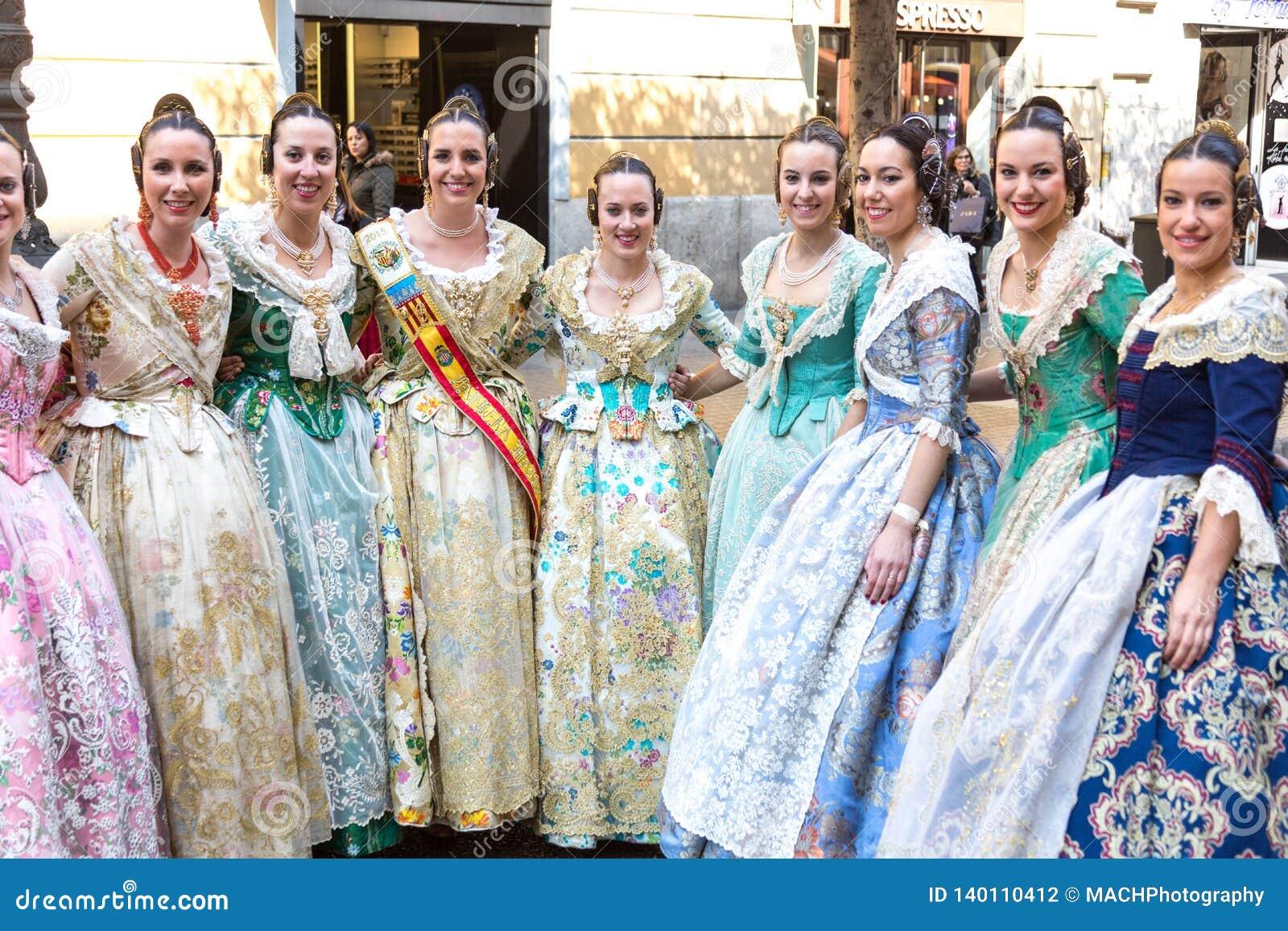 Locals в традиционном костюме
