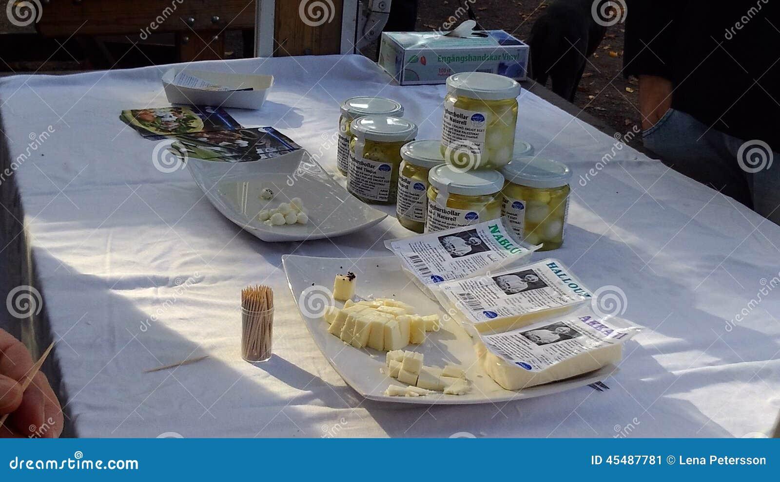 Localy生产了在瓶子的乳酪在瑞典收获节日