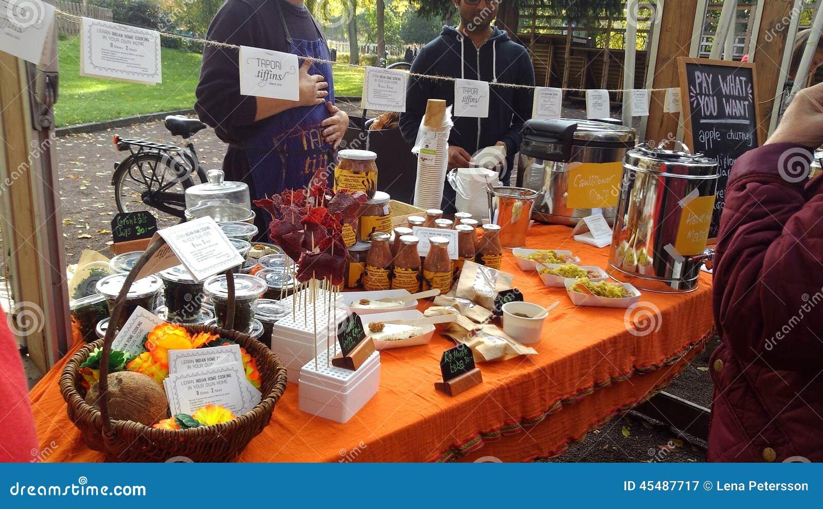 Localy produzierte Snäcke an einem schwedischen Erntefest