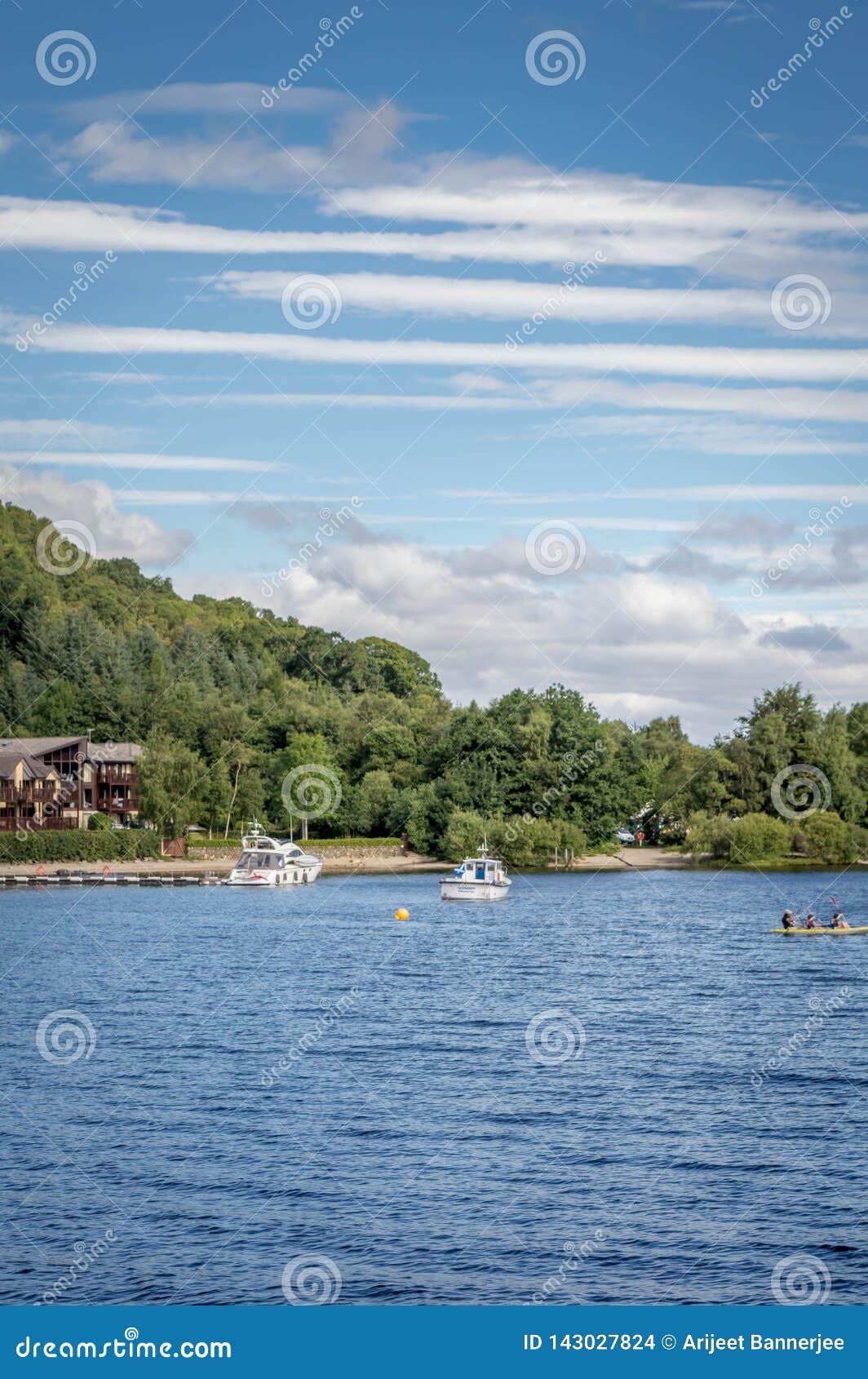 Loch Lomond Escócia Reino Unido no destino escocês famoso do turista do parque nacional de Trossachs