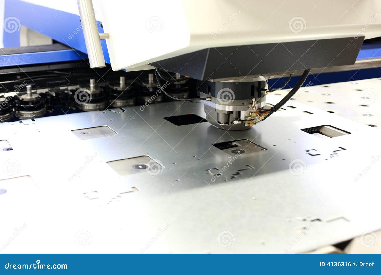 Lochende Maschinerie