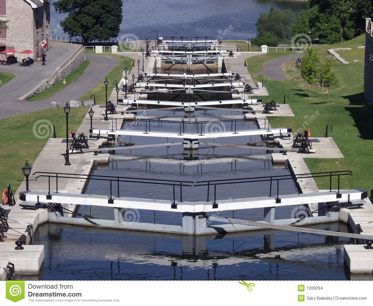 how to get on the rideau canal