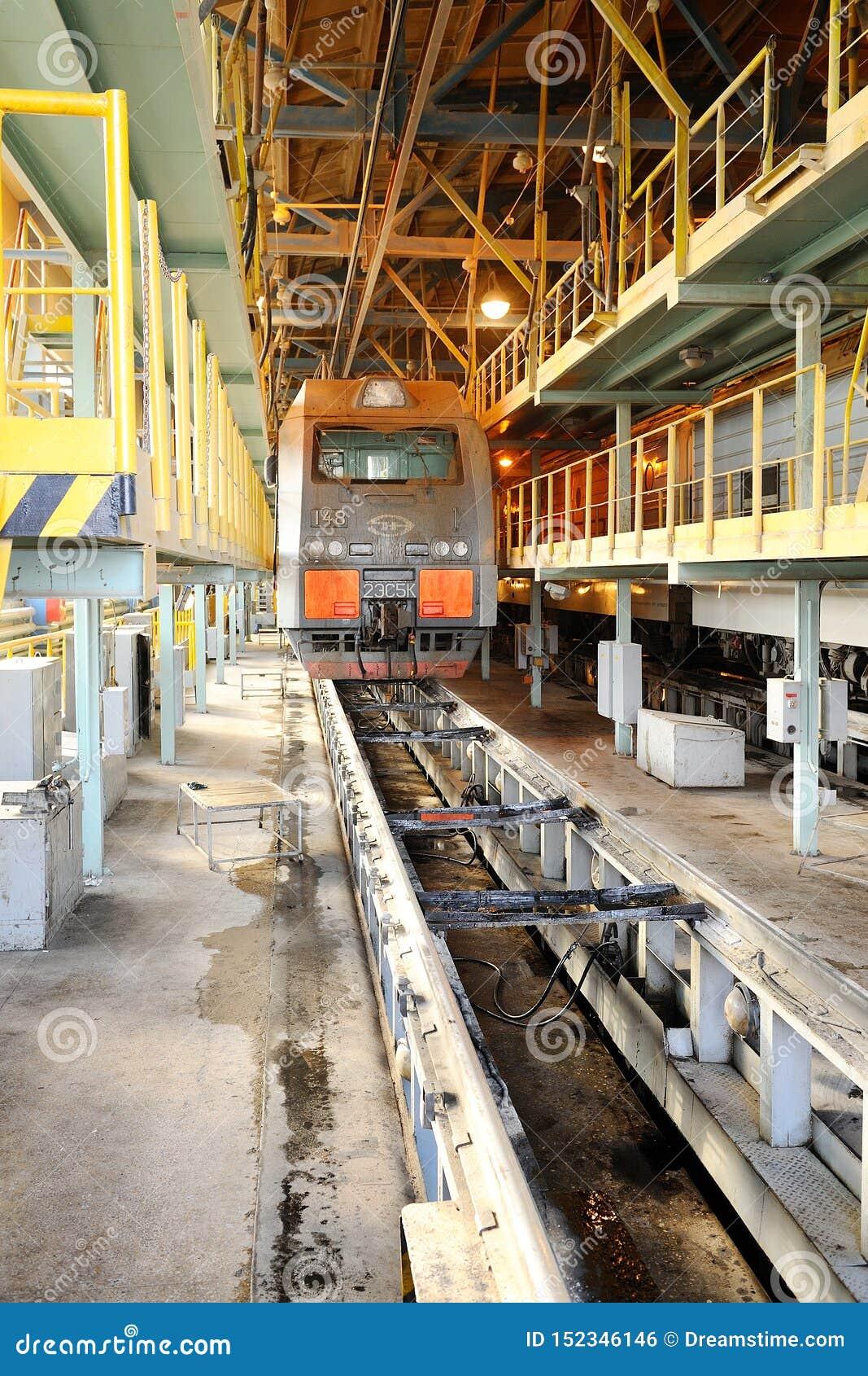 Locomotora en el depósito ferroviario