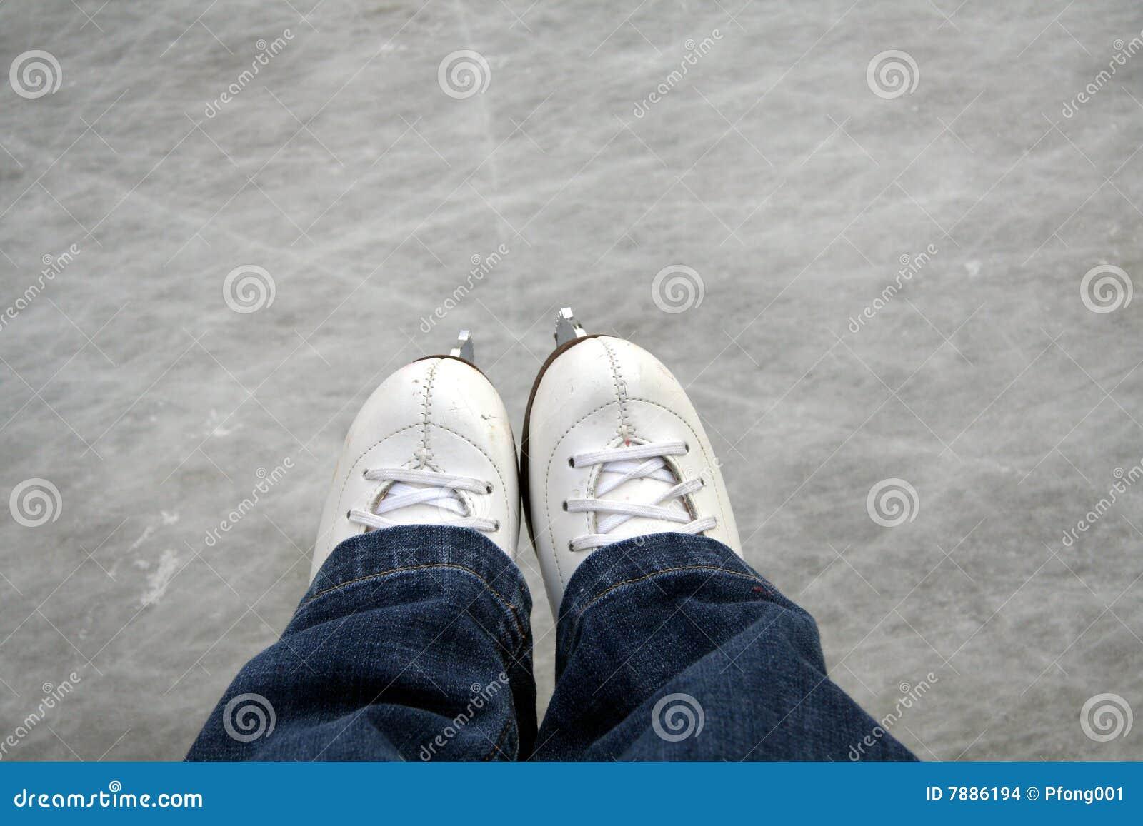 Lodowe plenerowe lodowisko łyżwy