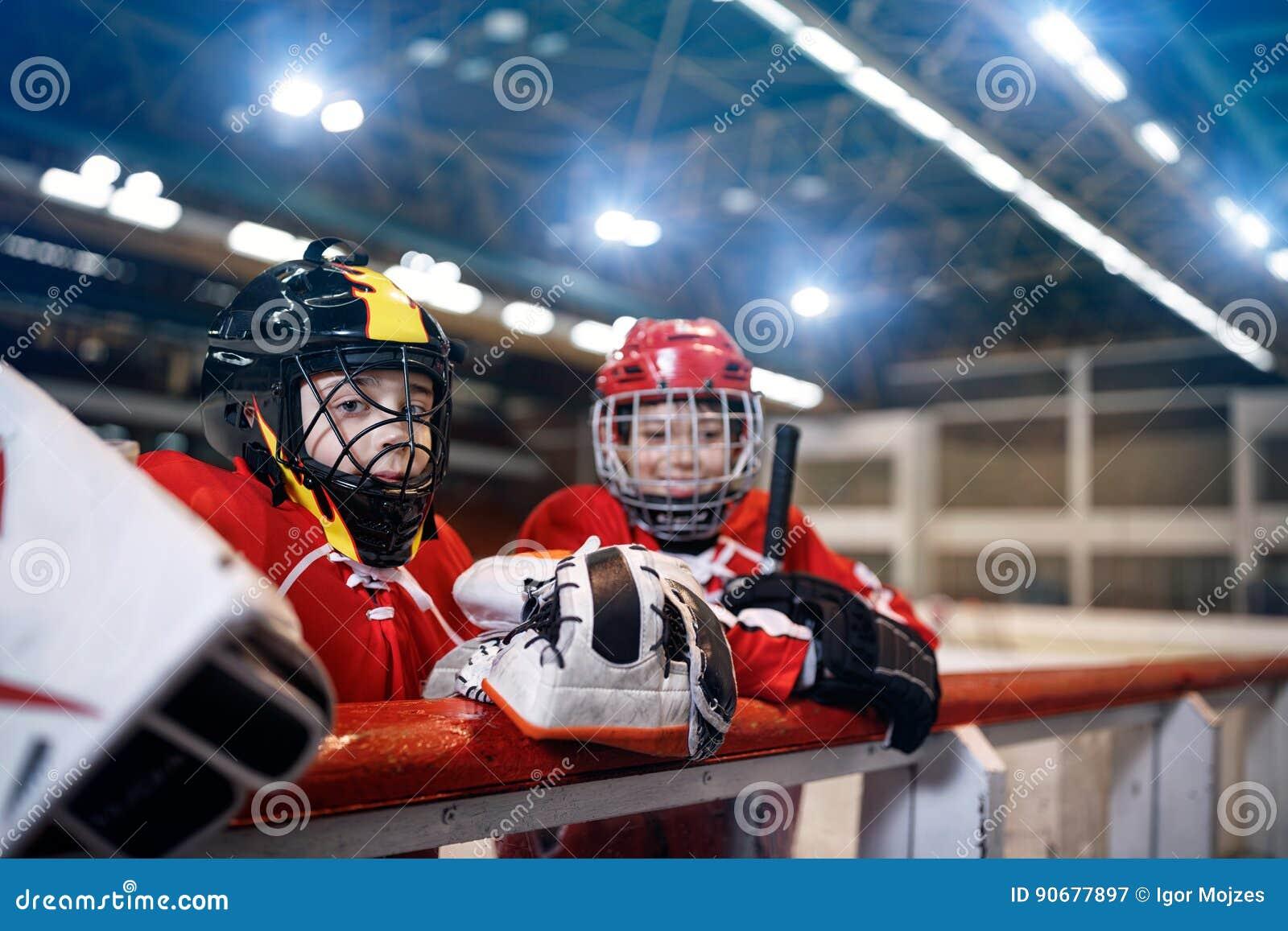 Lodowego hokeja młodości chłopiec