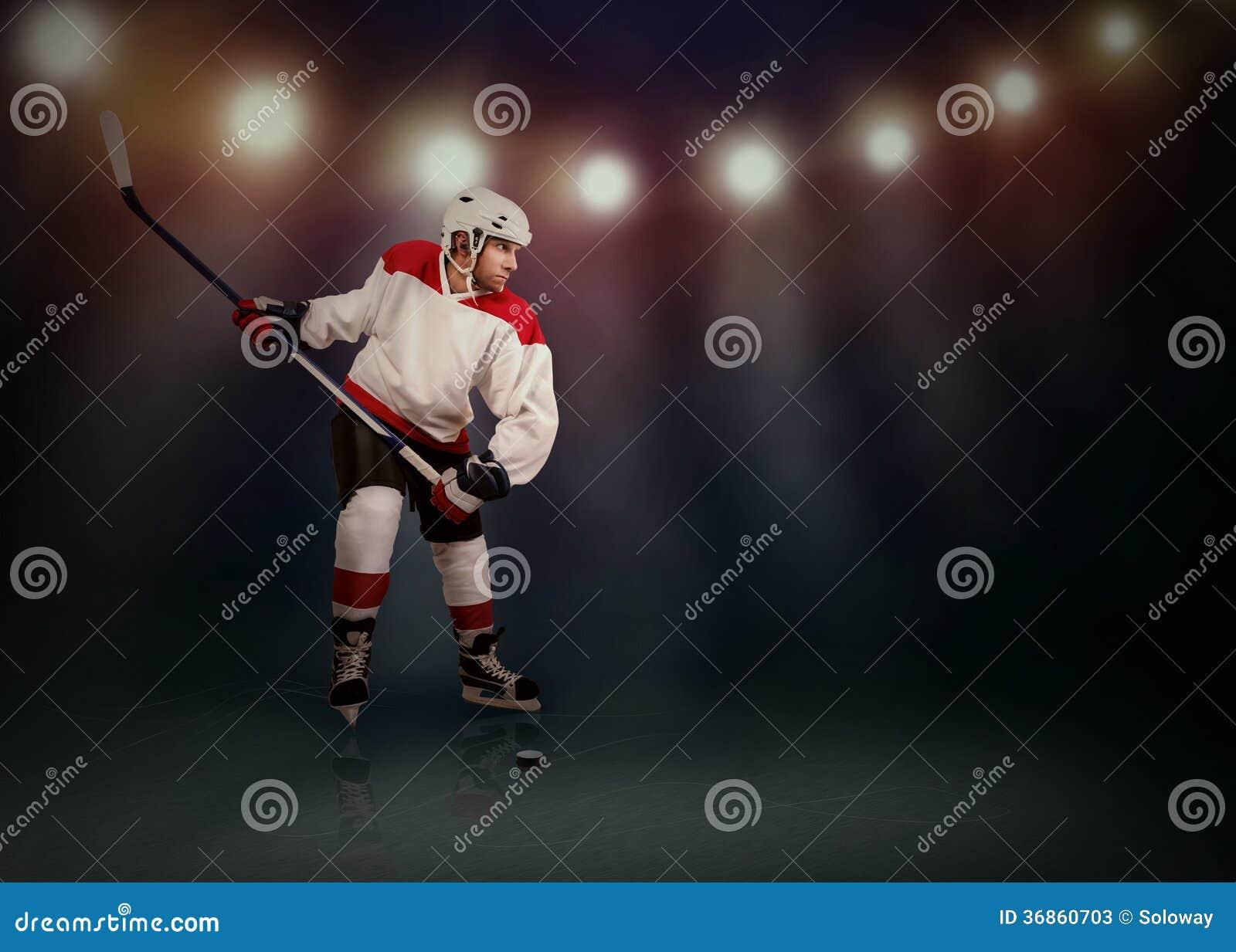 Lodowy gracz w hokeja przygotowywający robić zdjęciu