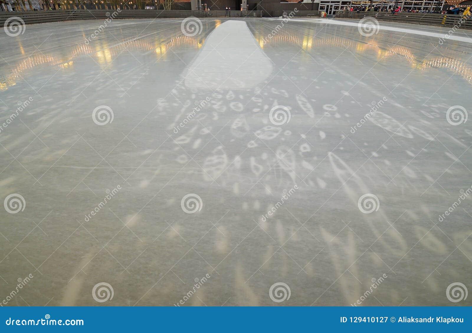 Lodowy lodowisko w mieście