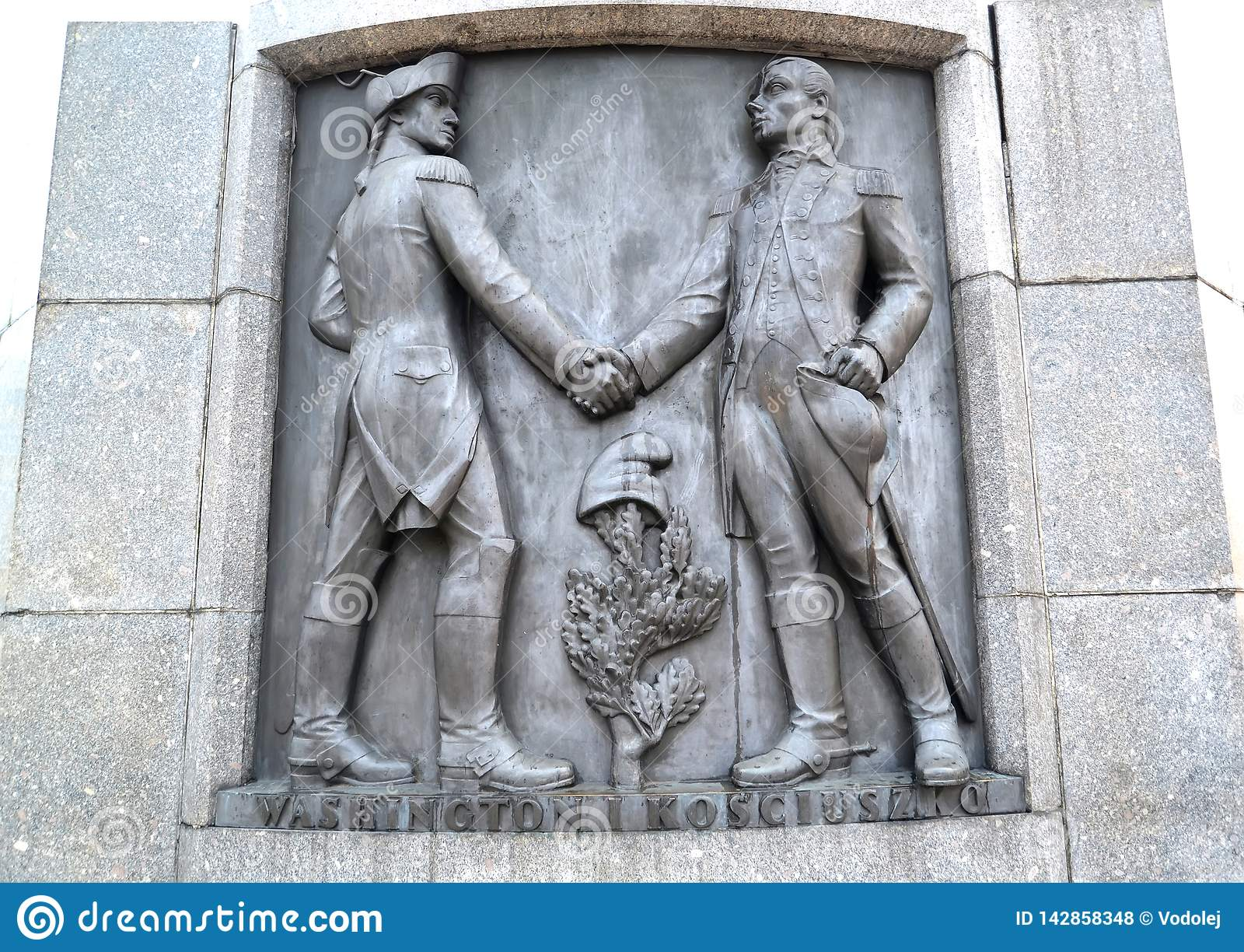 Lodz, Polen Een bas-hulp met het beeld van Tadeusz Kosciusko en van George Washington Fragment van een monument van Kosciusko