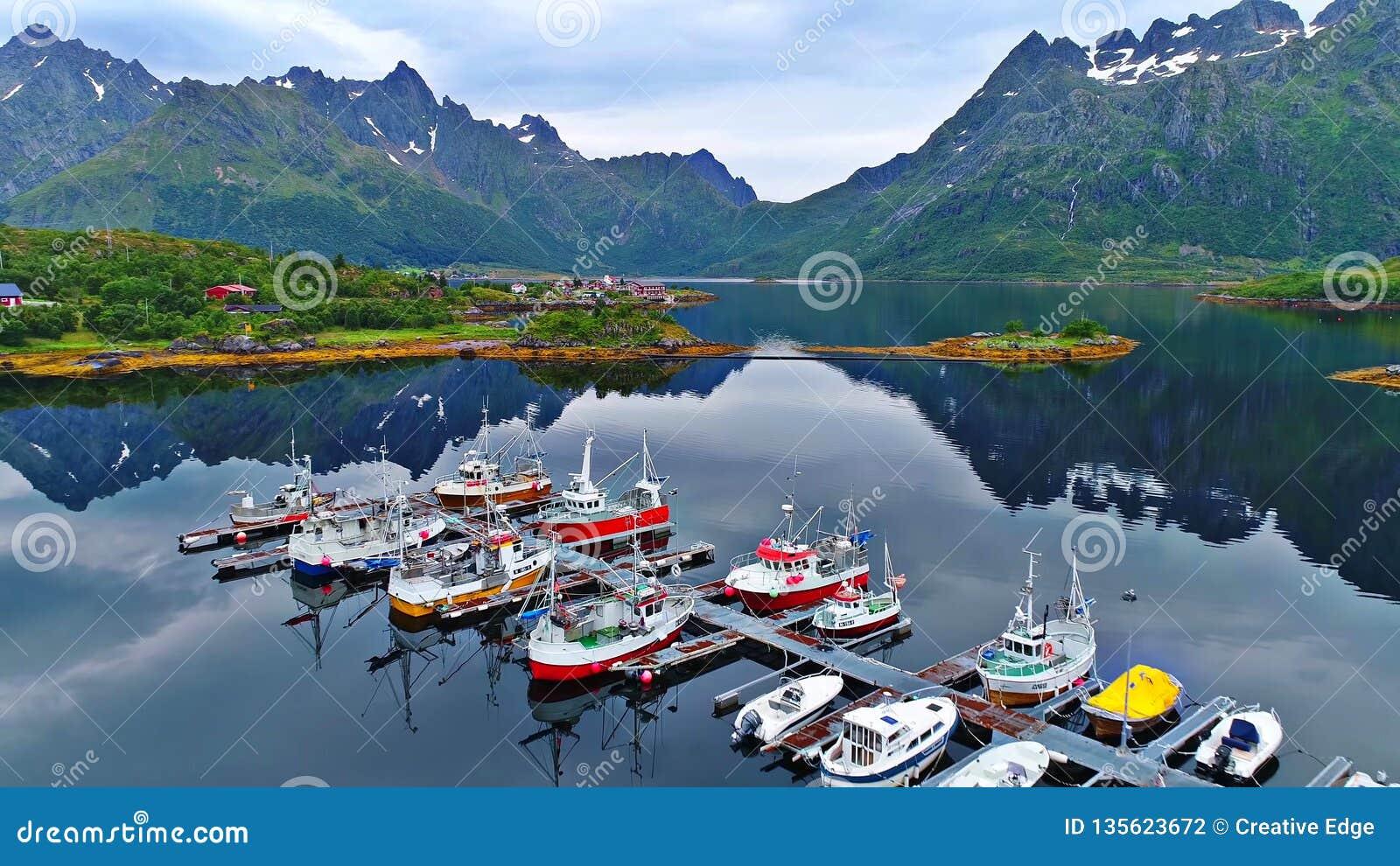 Lofoten wyspy są archipelagiem w okręgu administracyjnym Nordland, Norwegia