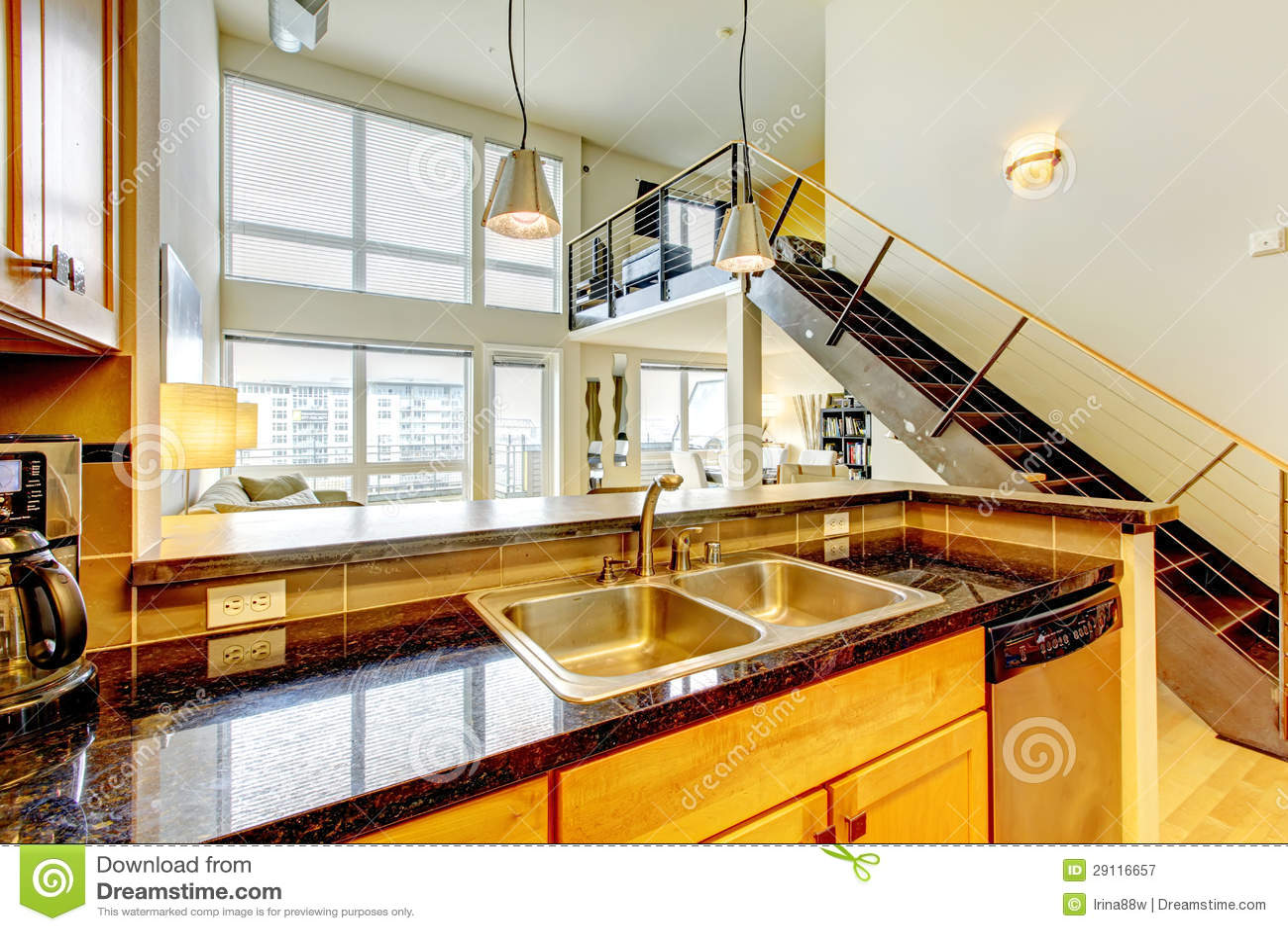 Loft l 39 appartamento moderno con la cucina e la scala di for Garage con il costo dell appartamento loft