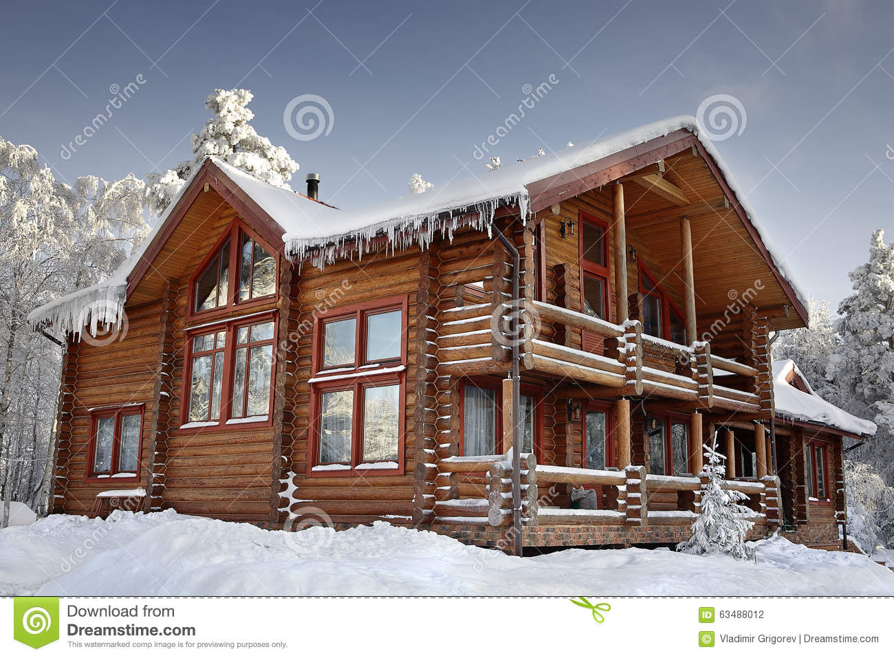 Log home winter with large windows balcony and porch for Big log cabin houses