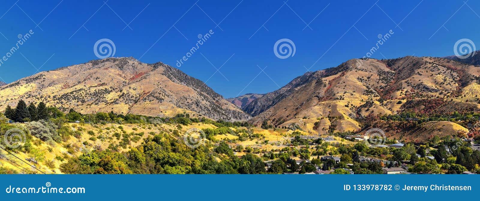 Logan Valley landskapsikter inklusive den Wellsville berg, Nibley, Hyrum, försyn och högskolan avvärjer städer, hem av den Utah s