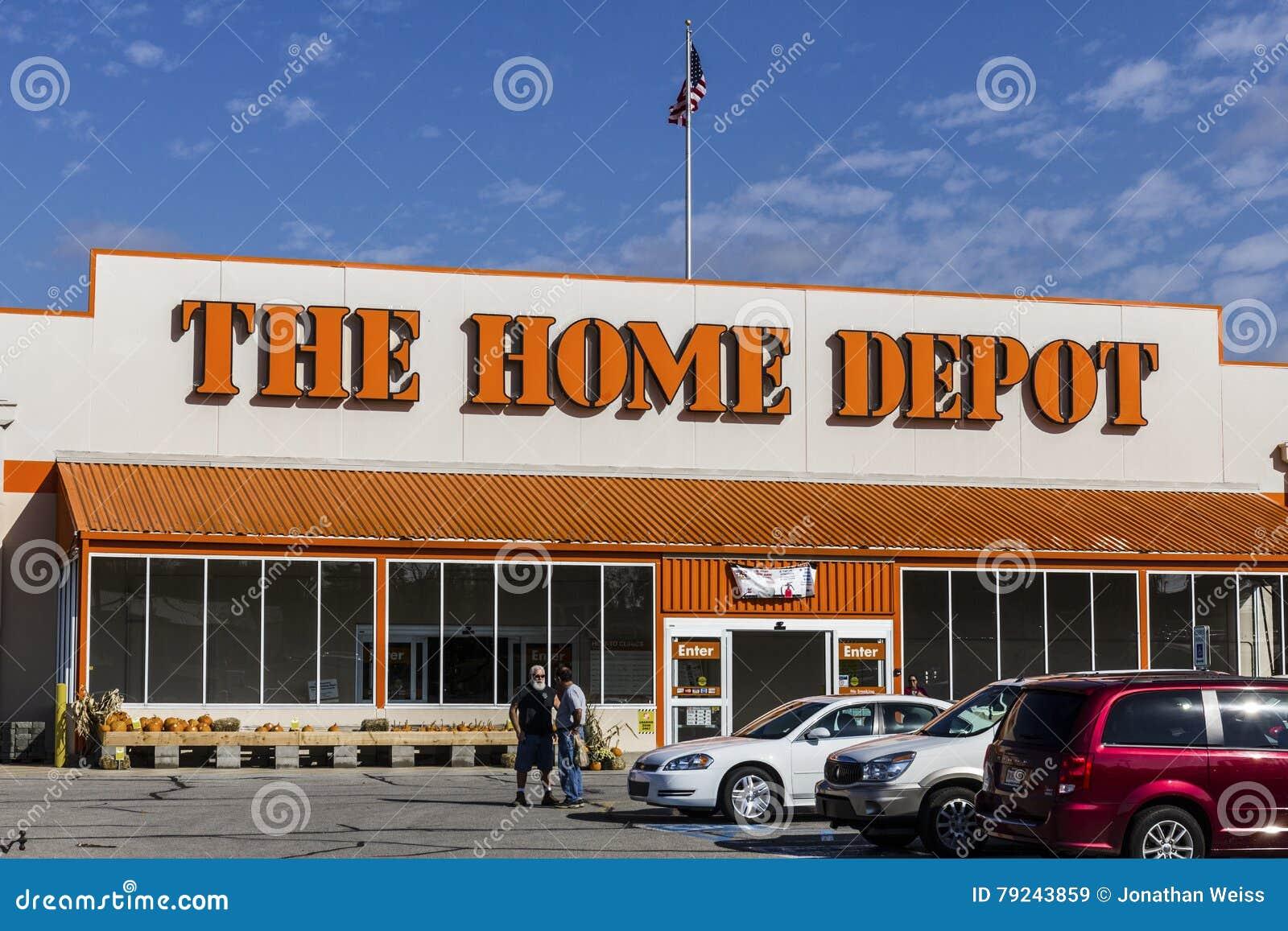 Logansport - circa octubre de 2016: Ubicación de Home Depot Home Depot es el minorista más grande de las mejoras para el hogar de