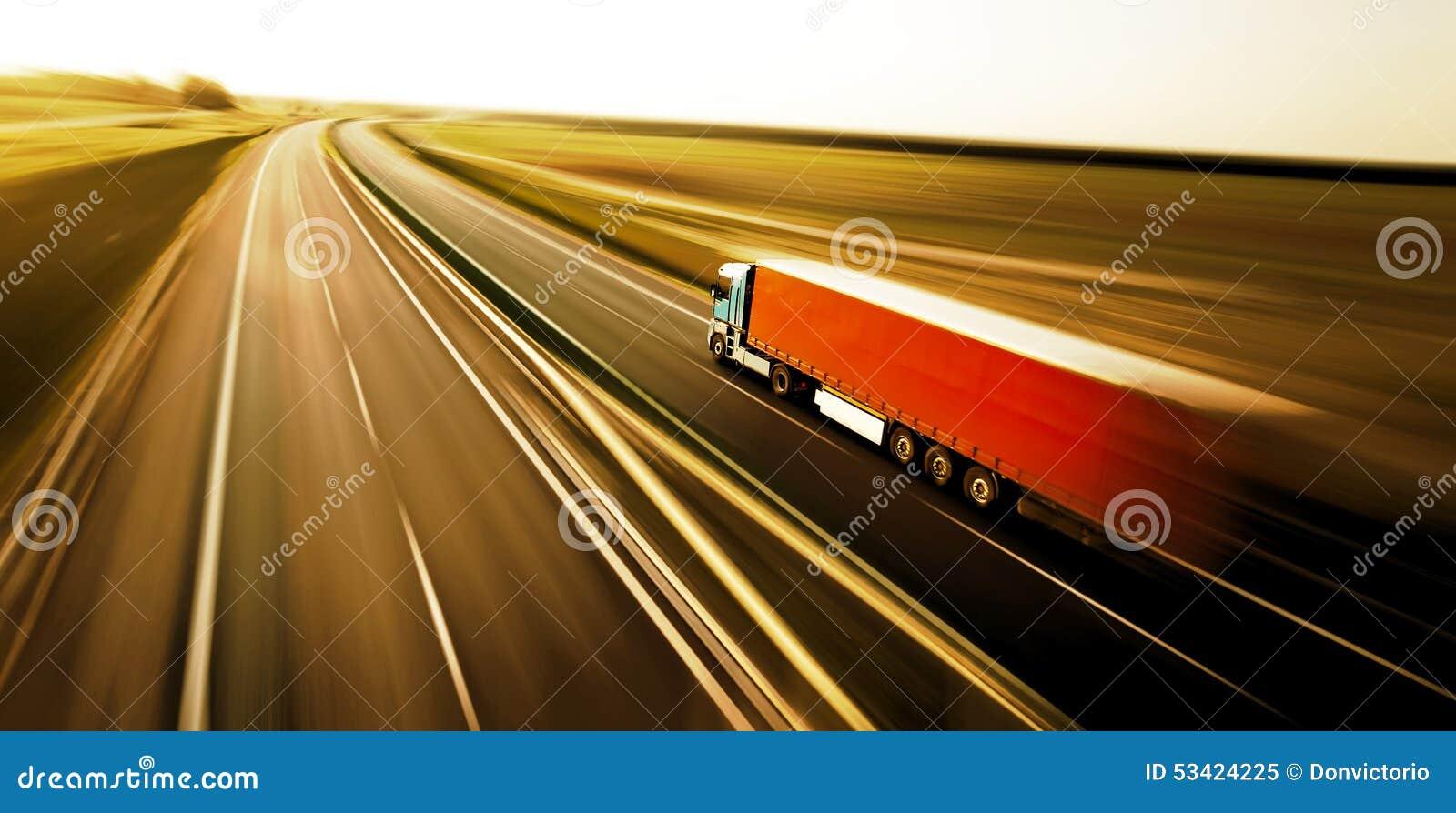 Logistyki ciężarówka na drodze