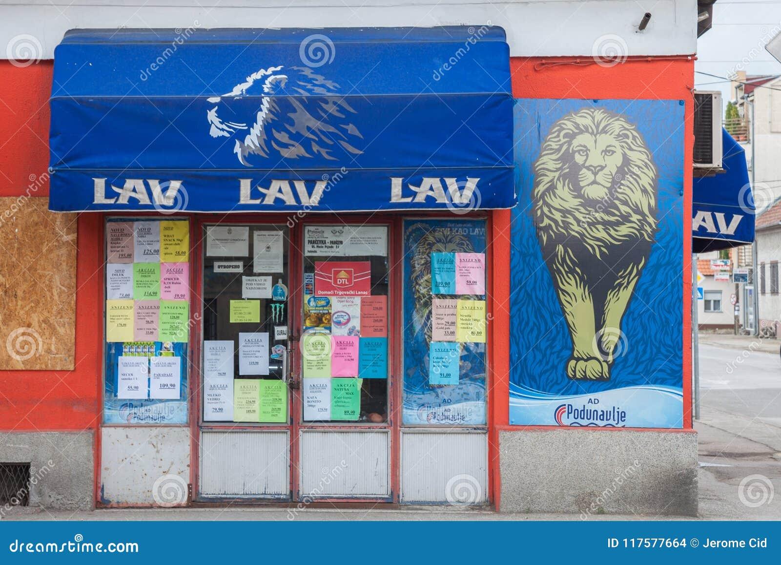 Logo de Lav Beer Lav Pivo, une des bières blondes serbes principales sur une de leurs boutiques