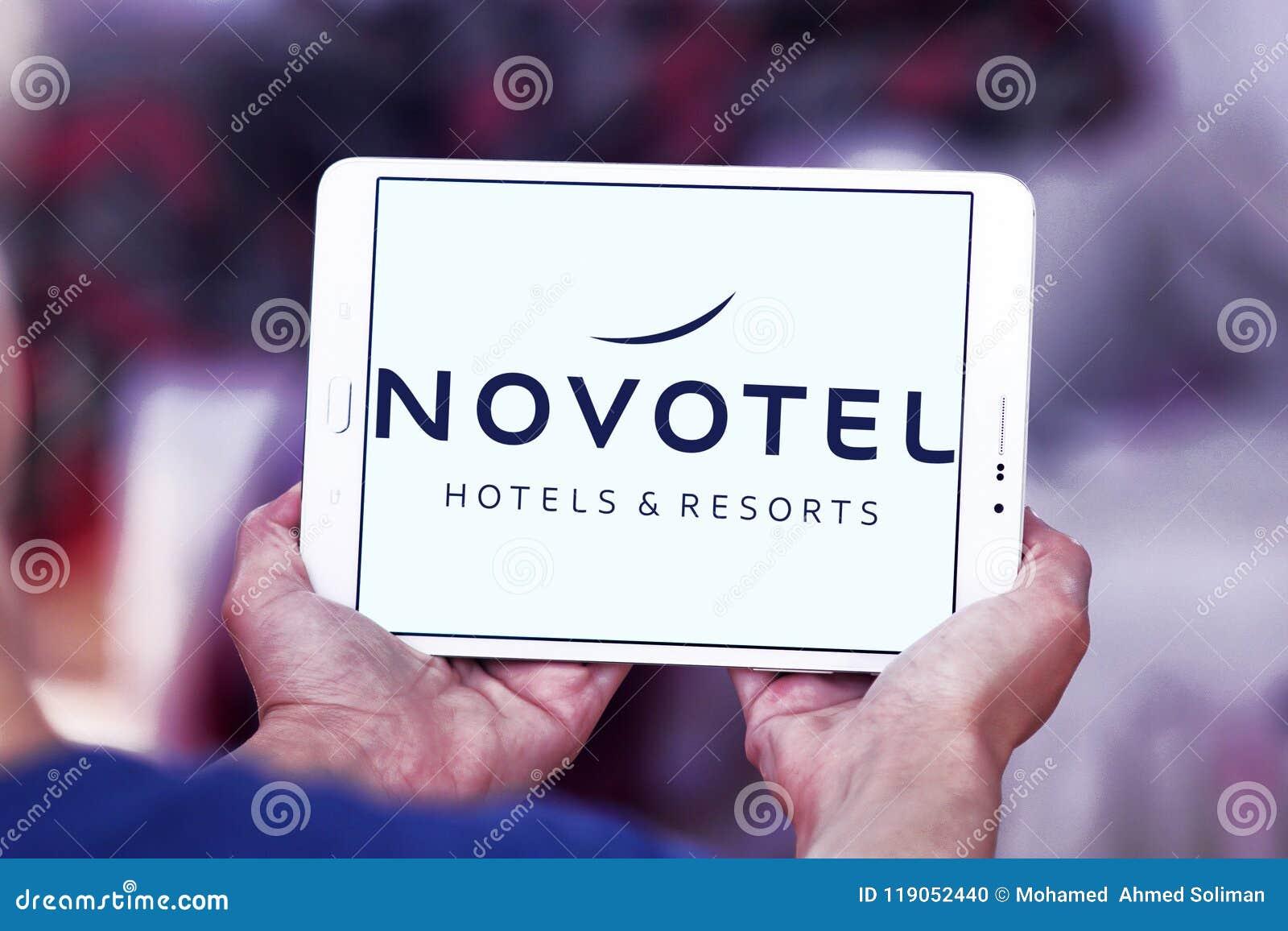 Logo för Novotel hotellmärke