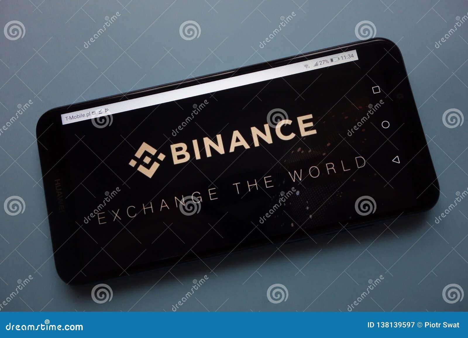Logotipo da troca do cryptocurrency de Binance indicado no smartphone