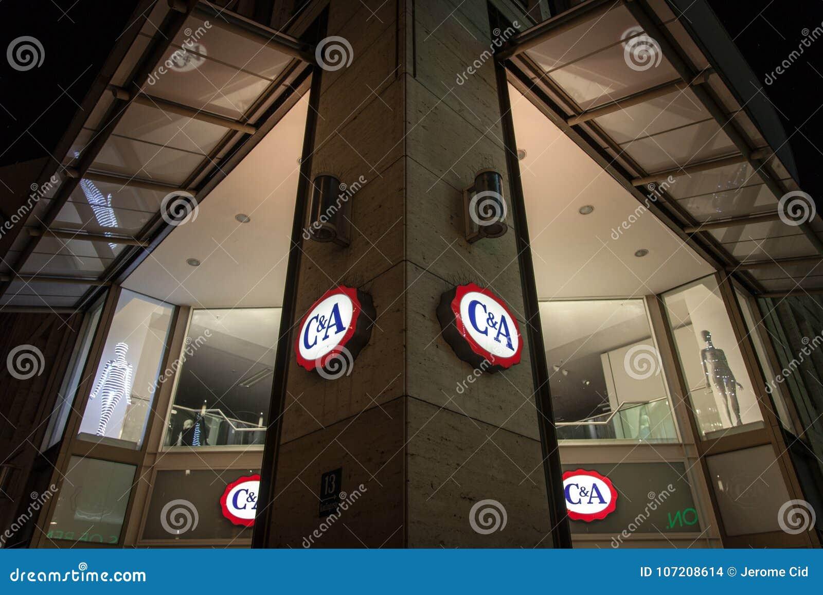 Logotipo De C A En Su Tienda De Munich Tomada Durante Una Noche Nevosa R Imagen De Archivo Editorial Imagen De Nevosa Munich 107208614