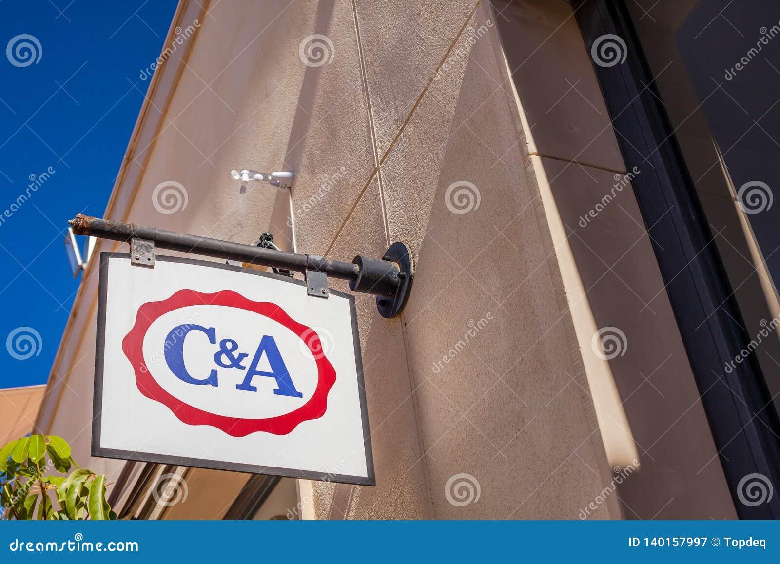 Logotipo De La Marca De Tienda De C A En Su Edificio Fotografia Editorial Imagen De Edificio Tienda 140157997