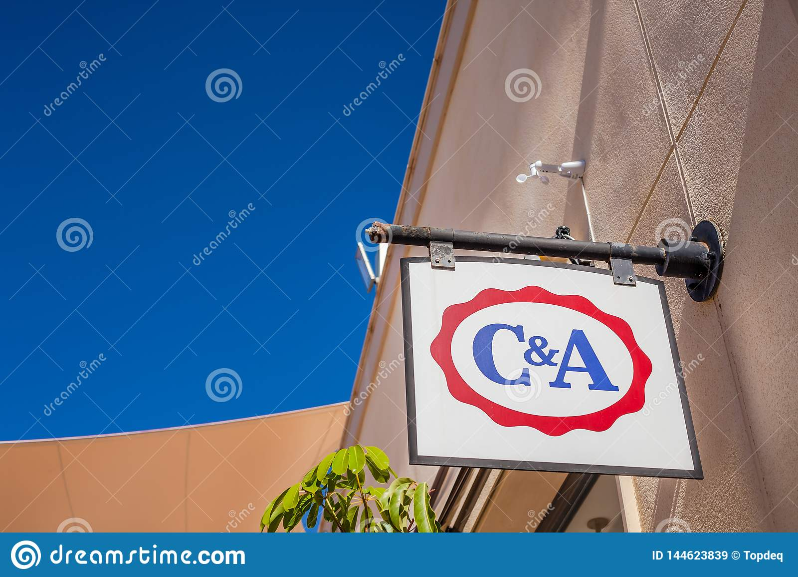 Logotipo De La Marca De Tienda De C A En Su Edificio Imagen De Archivo Editorial Imagen De Edificio Marca 144623839