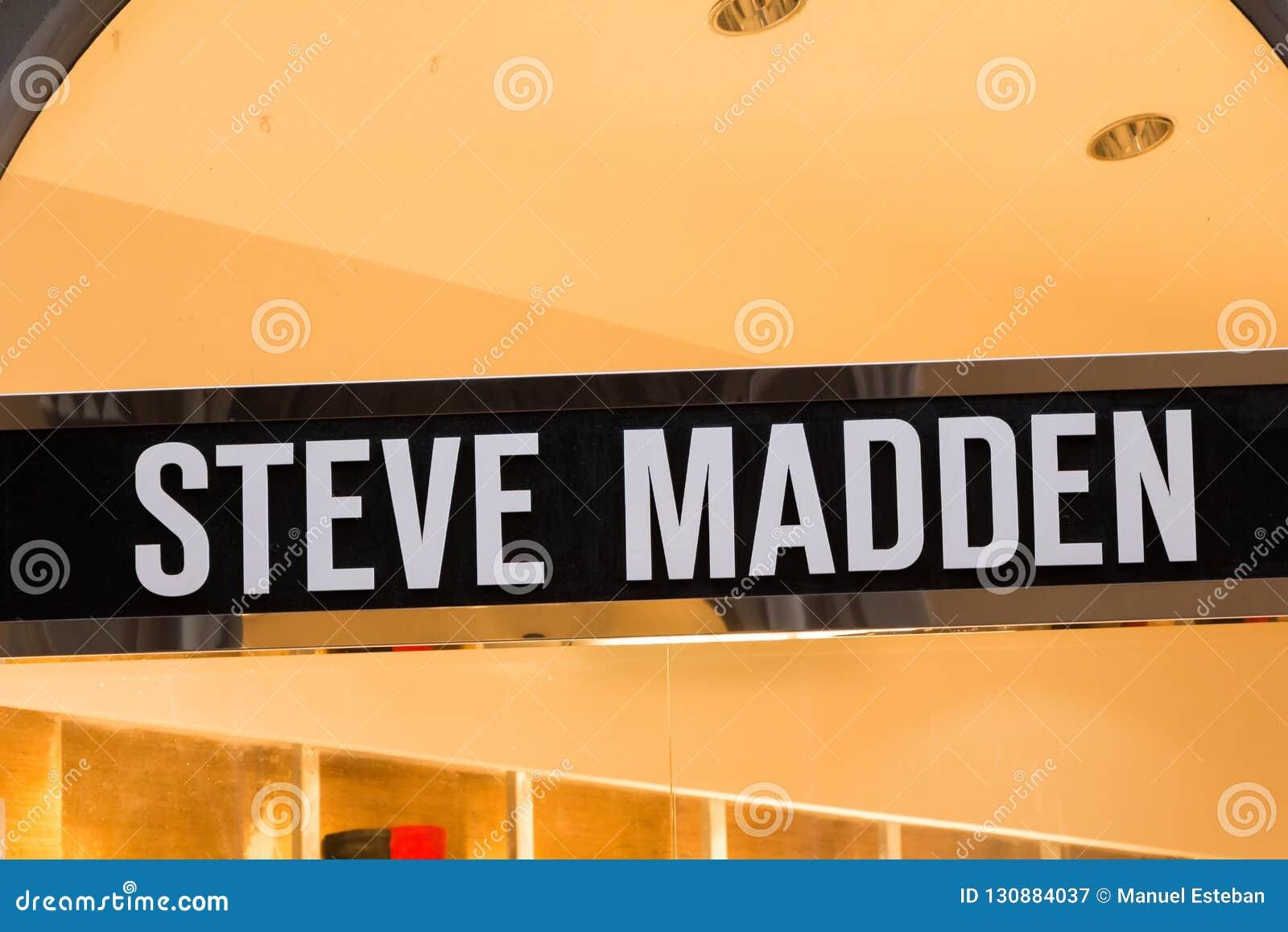 Logotipo de Steve Madden na loja de Steve Madden
