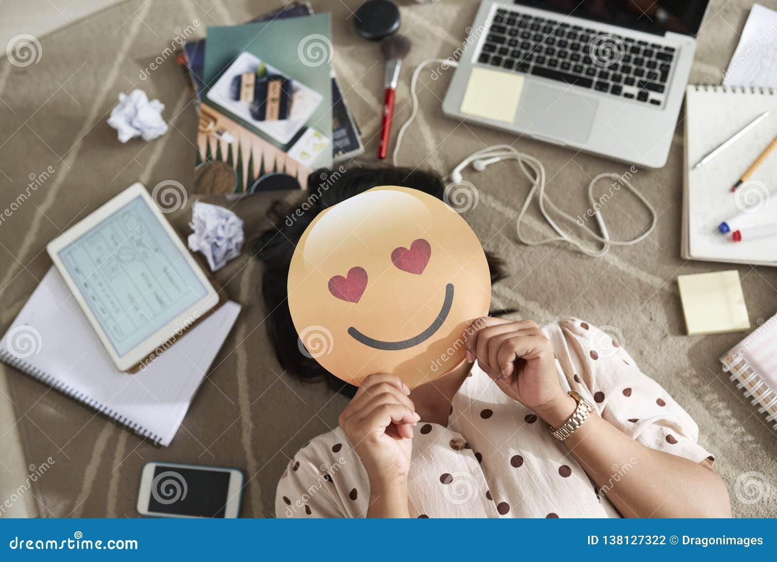 Logotipo falso de la emoción