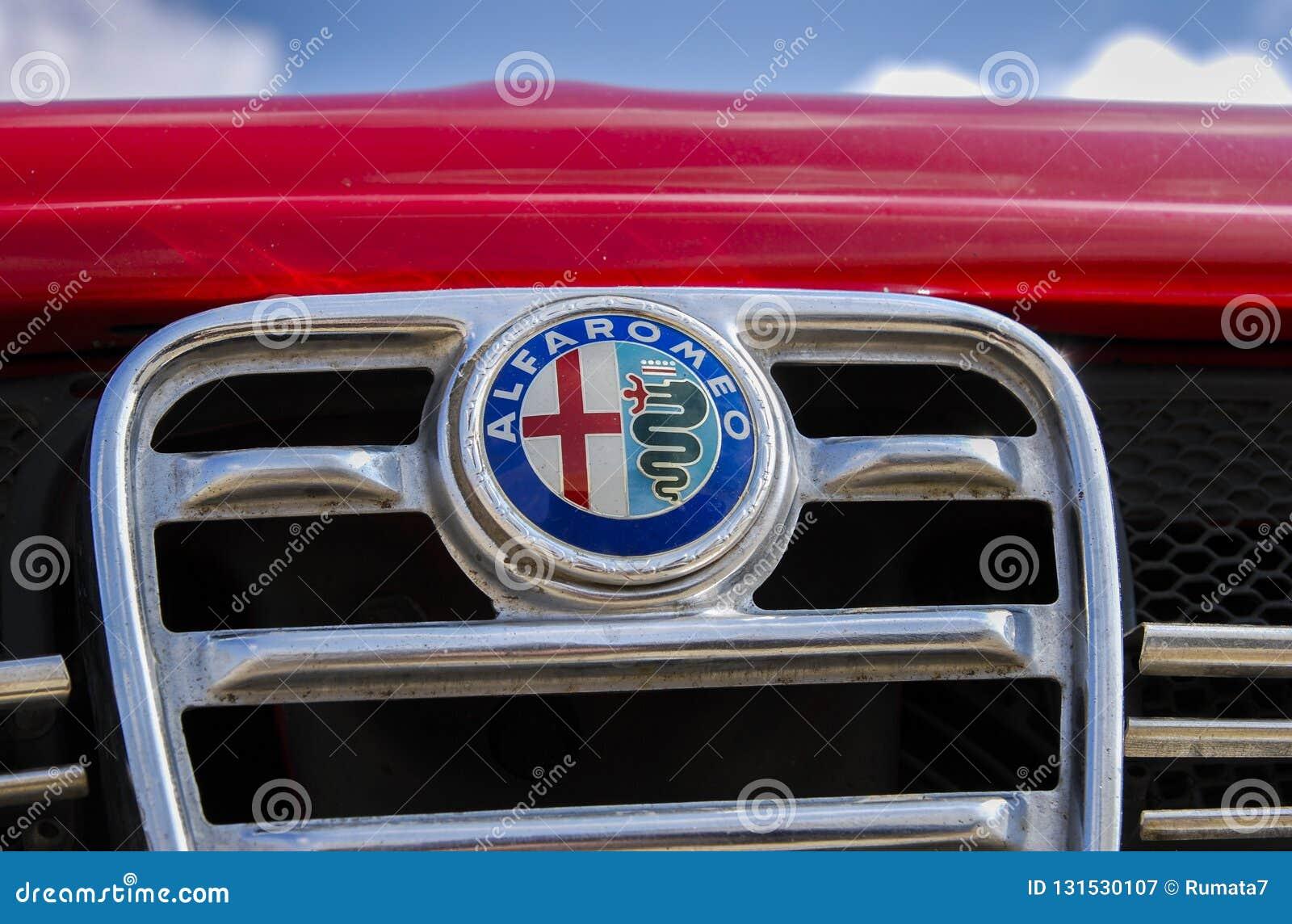 Logotype Ou Emblema De Alfa Romeo Do Vintage Na Grade Dianteira Fotografia Editorial Imagem De Dianteira Grade 131530107