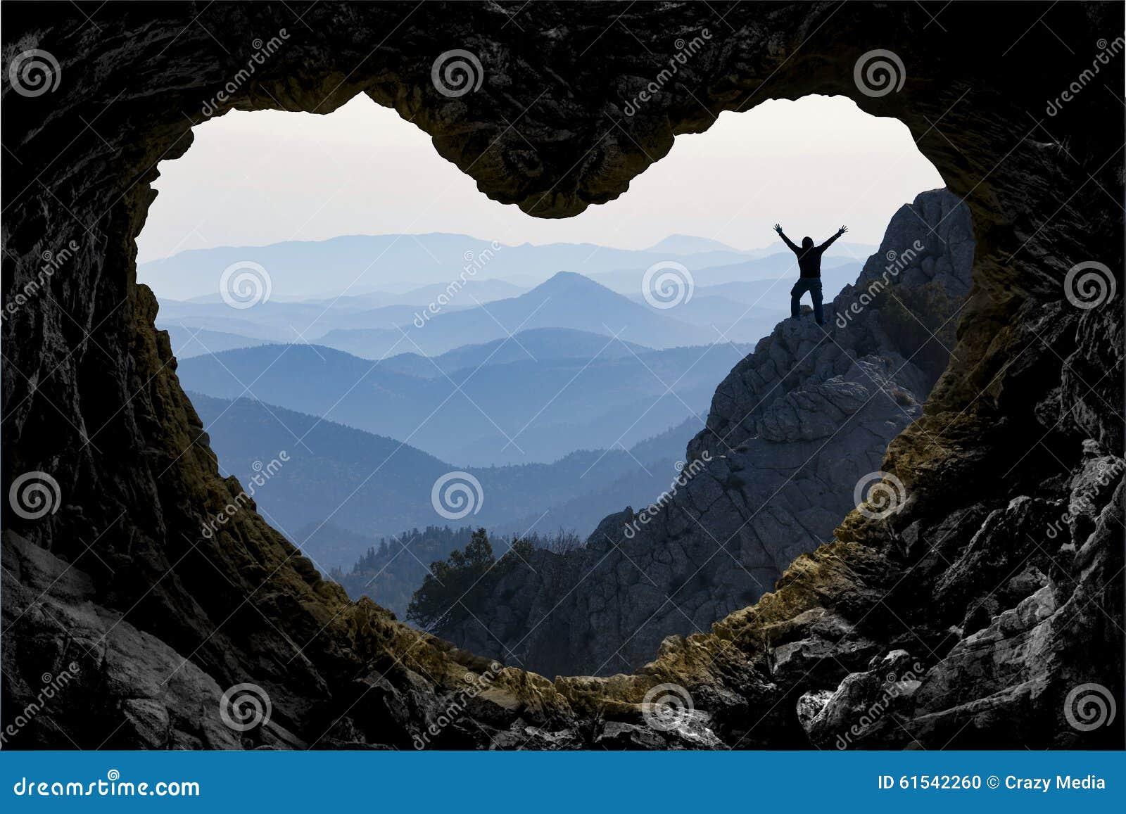 Logro de la blanco en aventura de la montaña