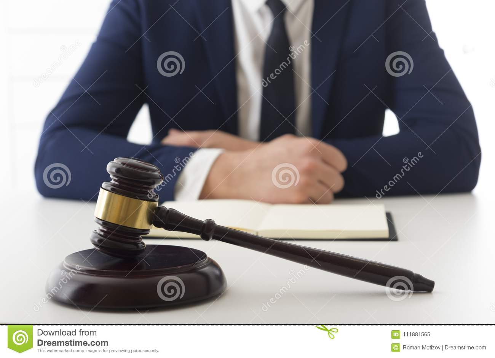 Loi, conseil et concept de services juridiques Avocat et mandataire ayant la réunion d équipe au cabinet d avocats