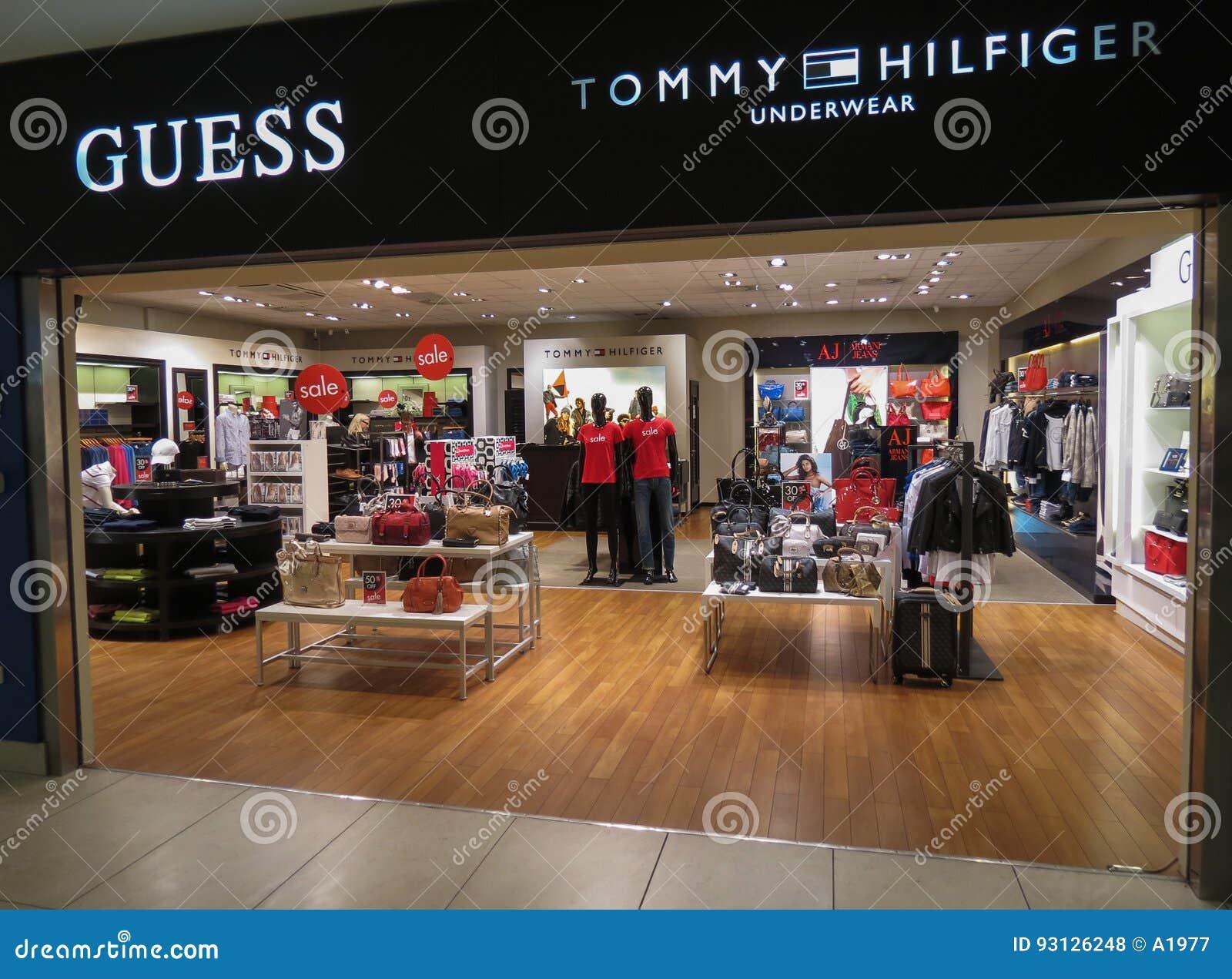 e6f44b619 Loja Da Suposição E Do Tommy Hilfiger Em Praga Foto de Stock ...