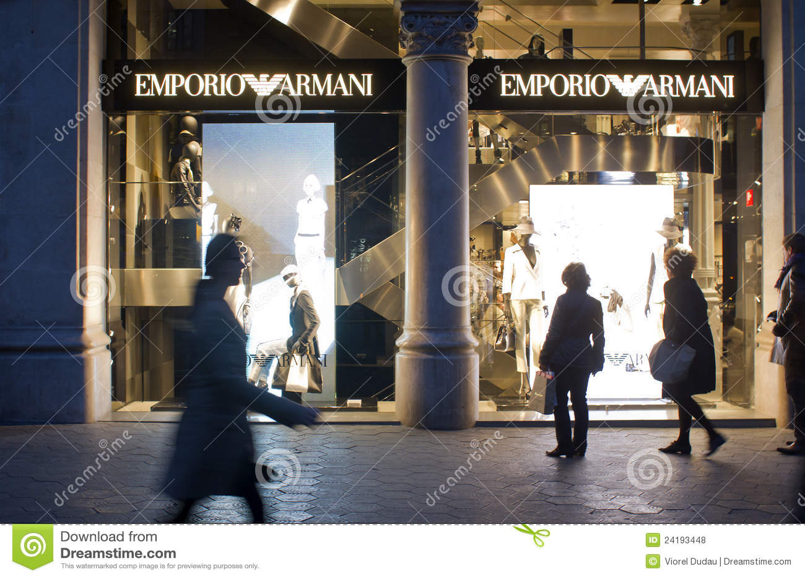 78ba07054b65f Loja de Emporio Armani foto de stock editorial. Imagem de barcelona ...