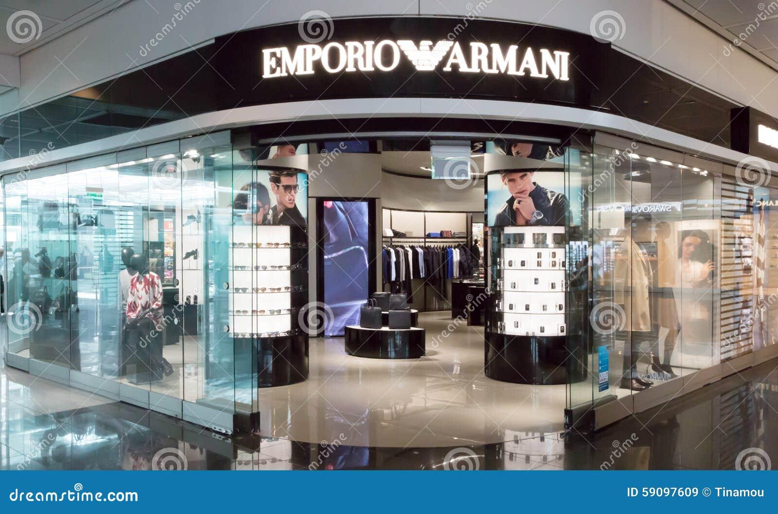 f677e0c1dc7b8 Loja De Emporio Armani No Aeroporto De Munich Imagem de Stock ...