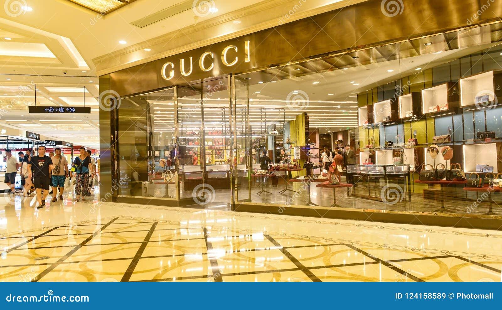 e70d4d5dc46c9 Loja de Gucci imagem de stock editorial. Imagem de cidade - 124158589
