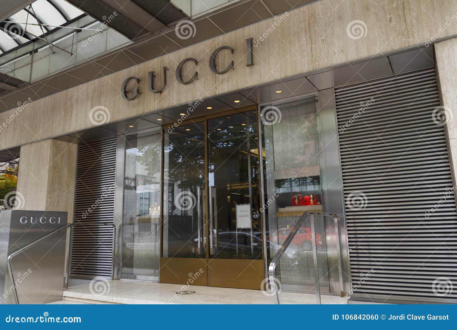 cbc9cbf8526ef Loja de Gucci em Japão imagem editorial. Imagem de roupa - 106842060