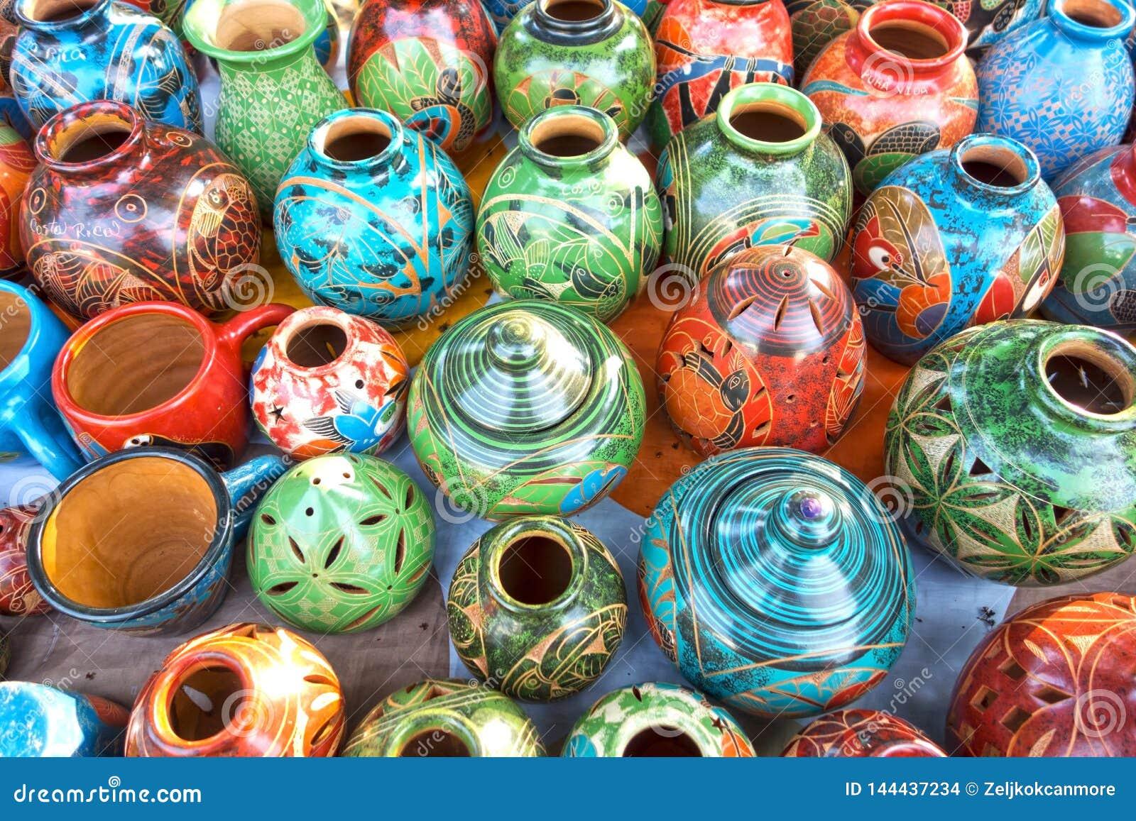 Loja de lembrança exterior do mercado de Costa Rica Porcelain Pottery Handicraft Vases e das bacias