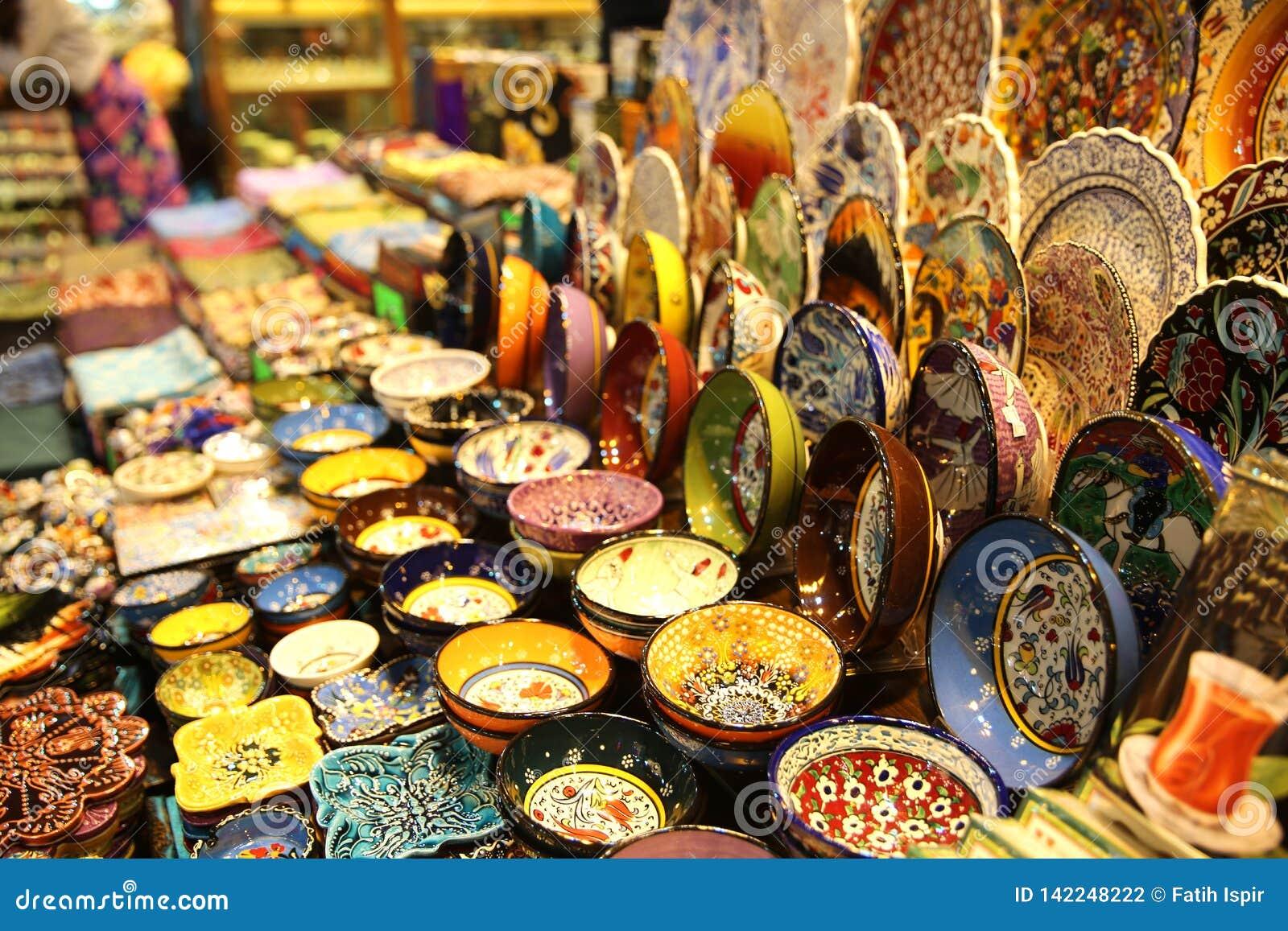Loja de lembranças no bazar grande Istambul