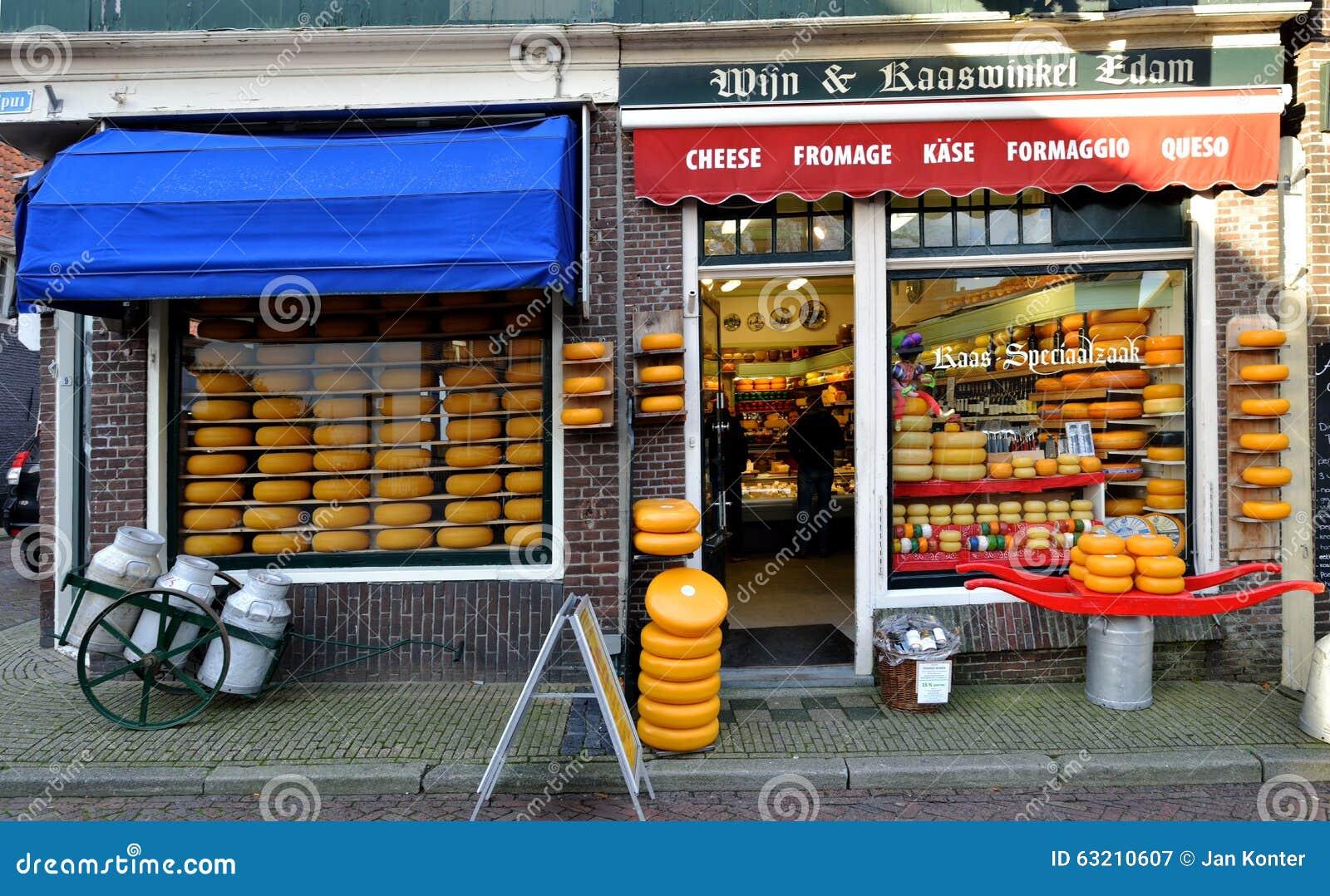 Loja em Edam, os Países Baixos do queijo