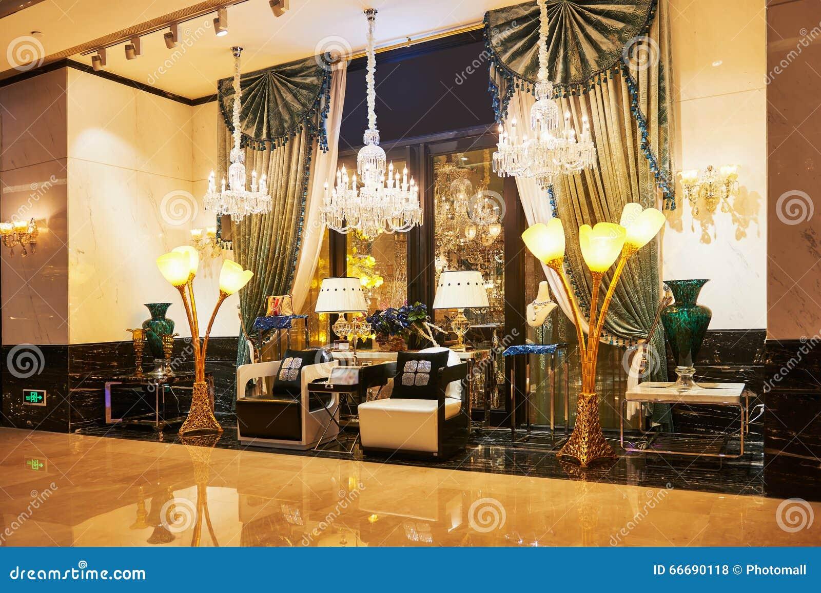 Loja luxuosa da mobília da iluminação
