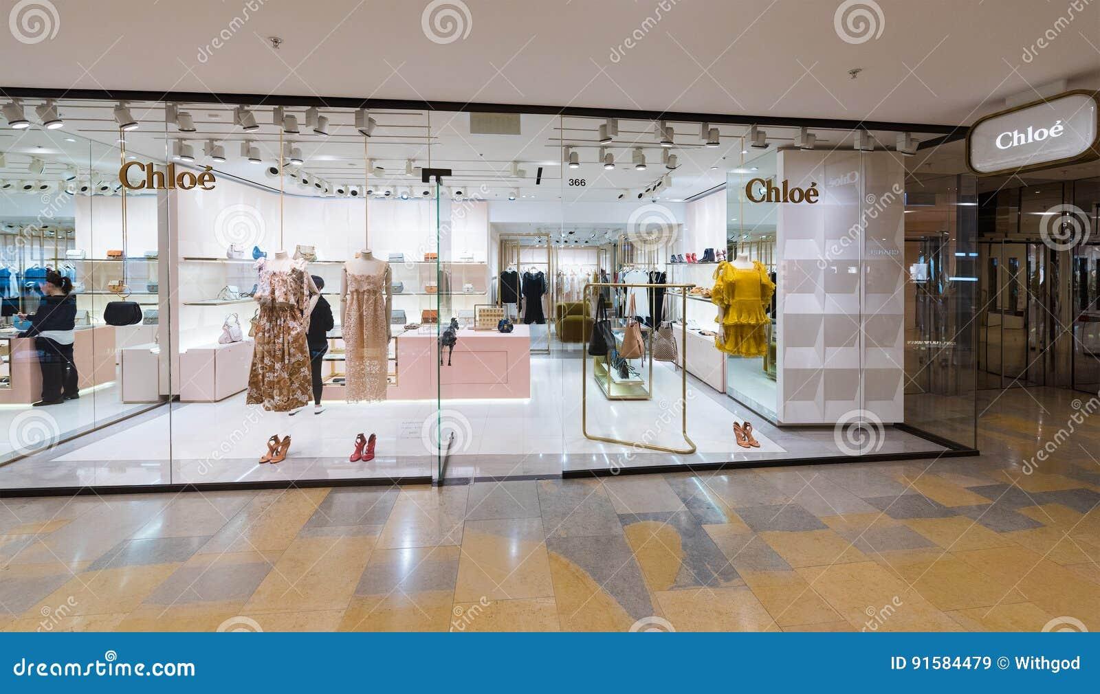 ec1abb9d21eff HONG KONG - 17 DE MARÇO DE 2017  Uma loja de Chloe no shopping pacífico do  lugar Chloe é uma casa de forma luxuosa francesa fundada em 1952 por Gaby  Aghion